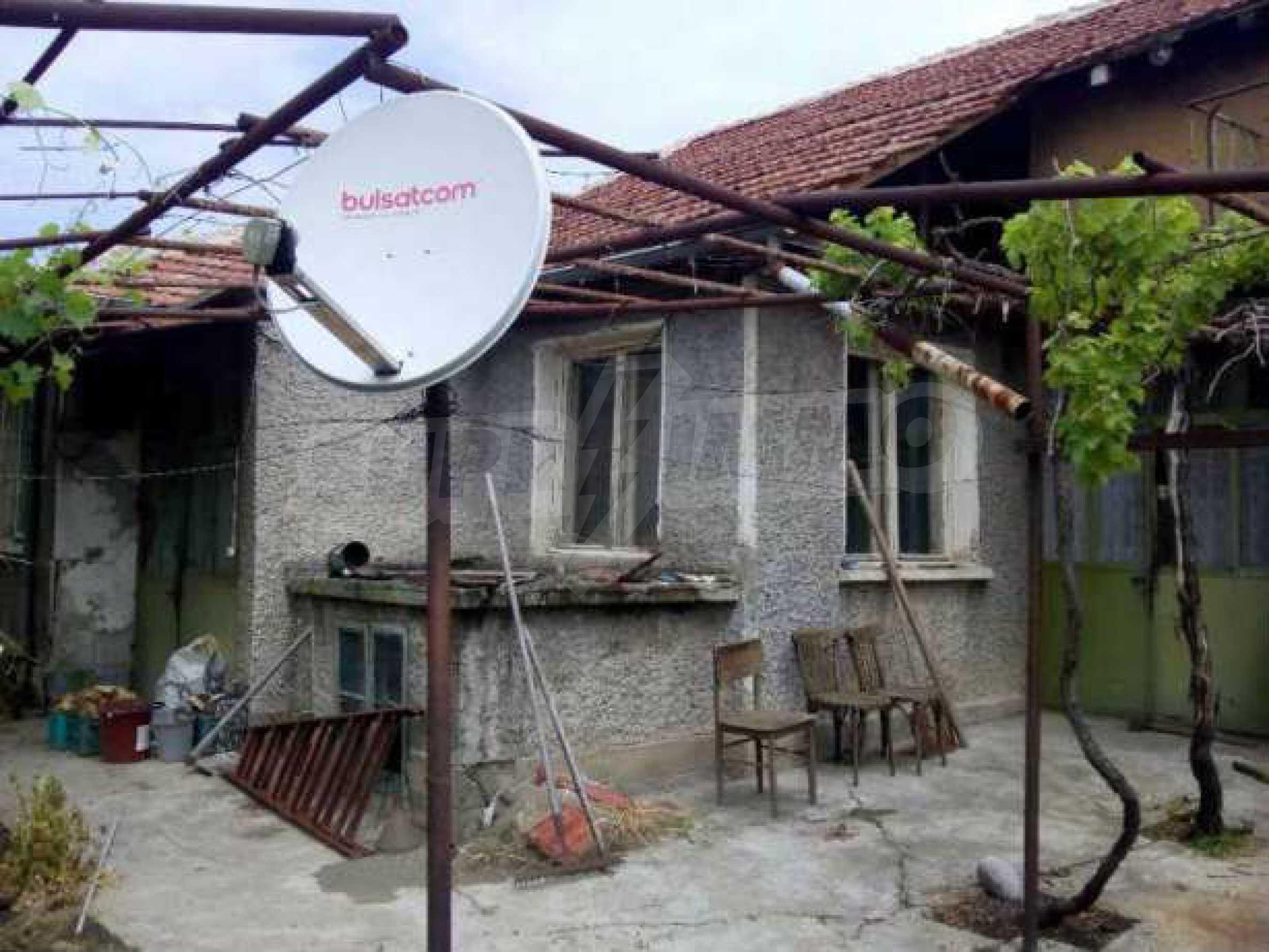 Eдноетажна къща  в село на 11 км от Велико Търново