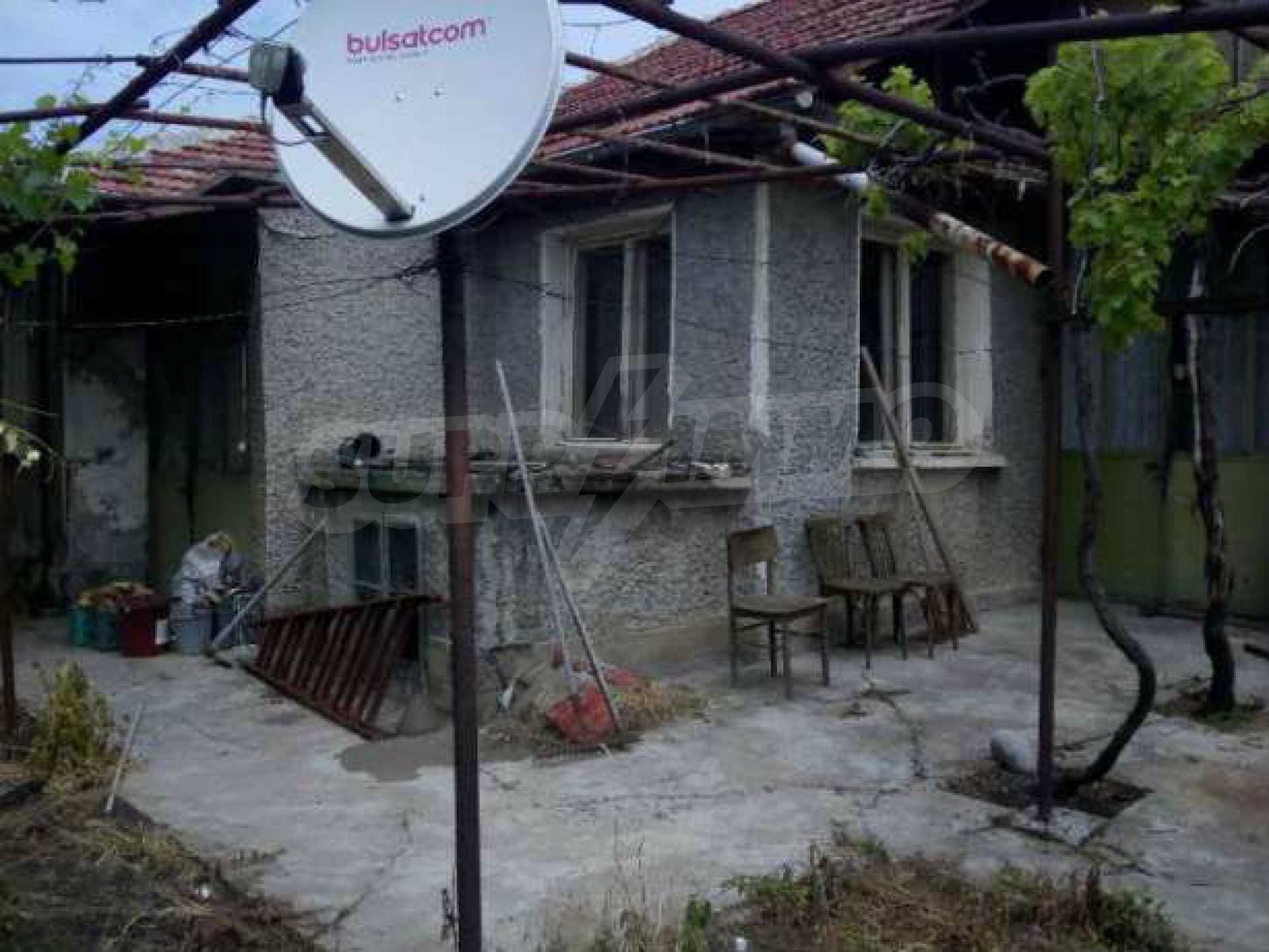 Eдноетажна къща  в село на 11 км от Велико Търново  9