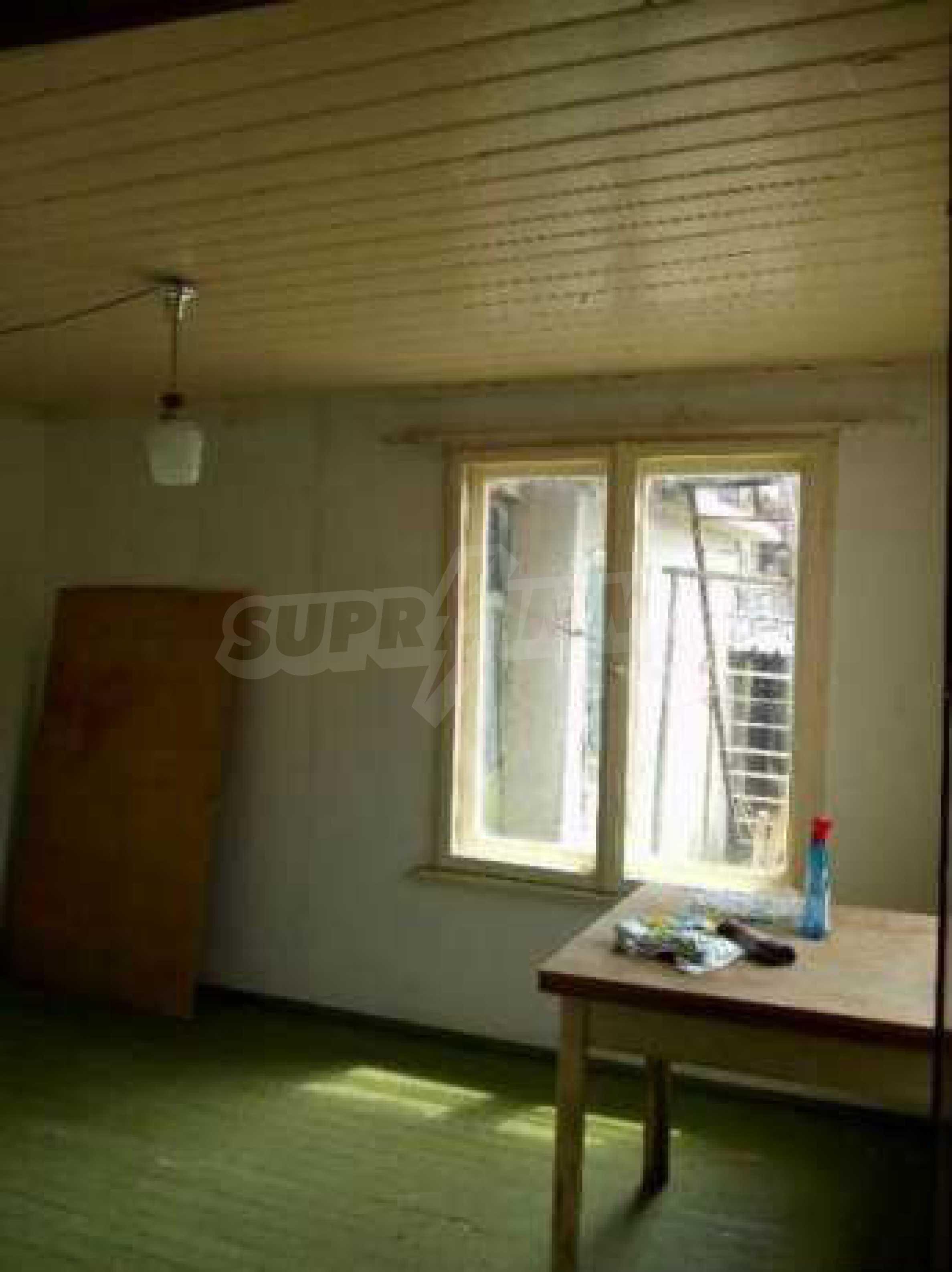 Eдноетажна къща  в село на 11 км от Велико Търново  1