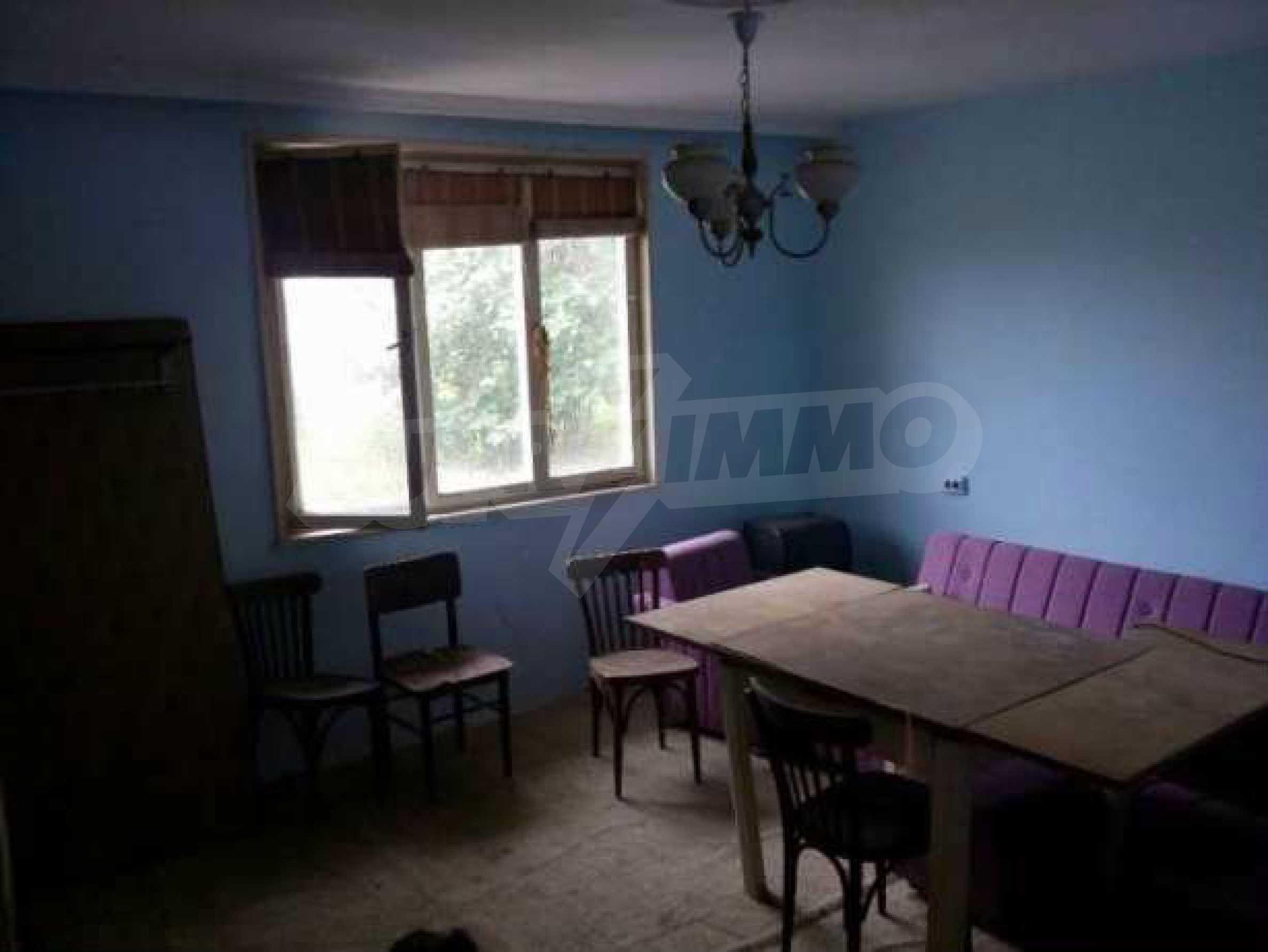 Eдноетажна къща  в село на 11 км от Велико Търново  2