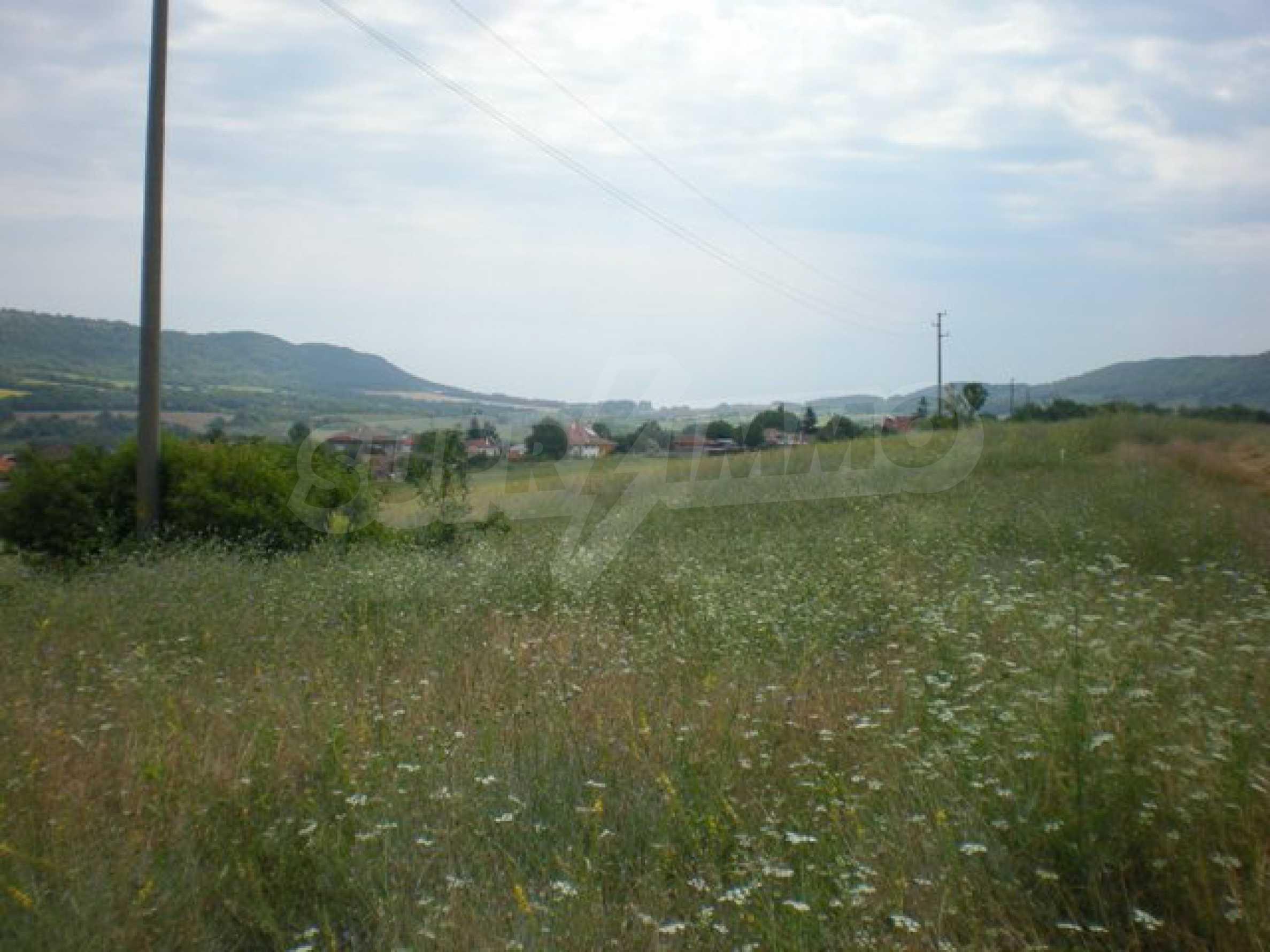 Парцели до регулация само на 3 км от Велико Търново  11