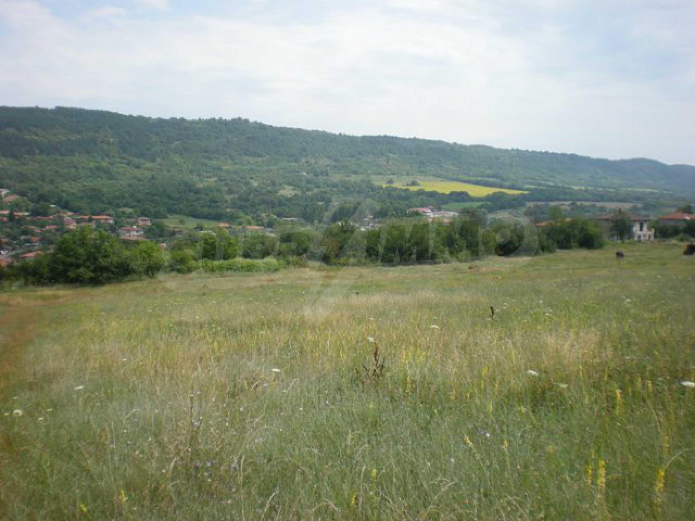 Парцели до регулация само на 3 км от Велико Търново  23