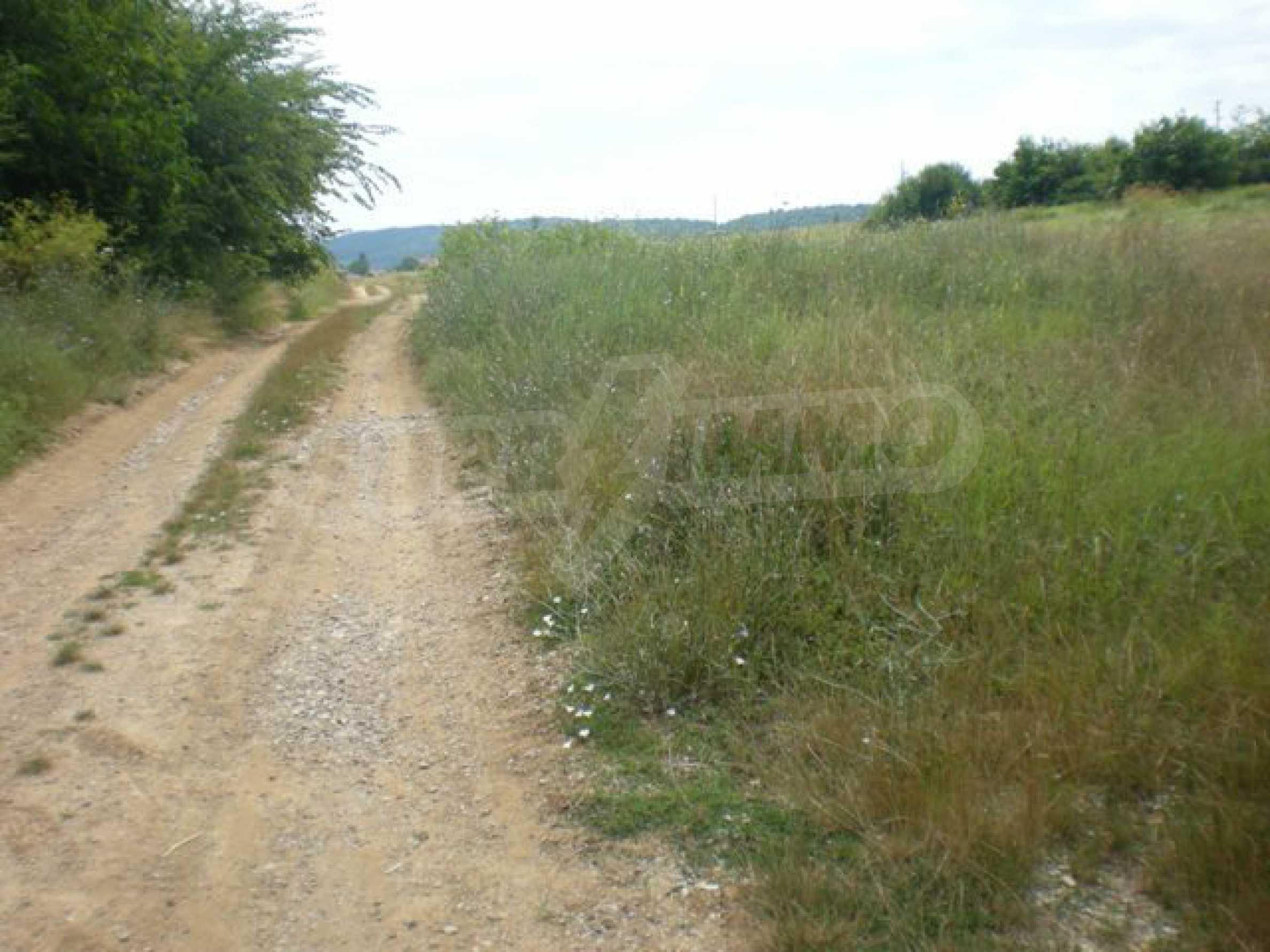 Парцели до регулация само на 3 км от Велико Търново  32