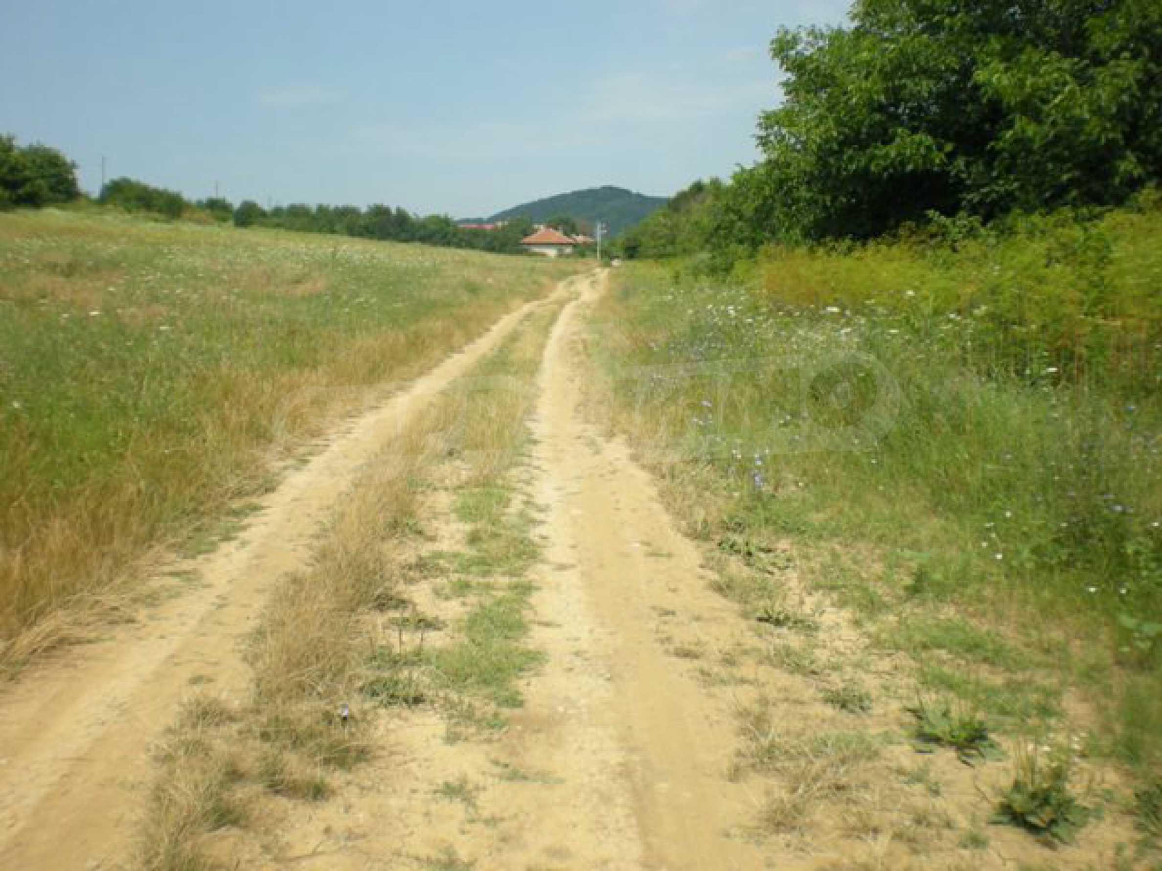 Парцели до регулация само на 3 км от Велико Търново  33