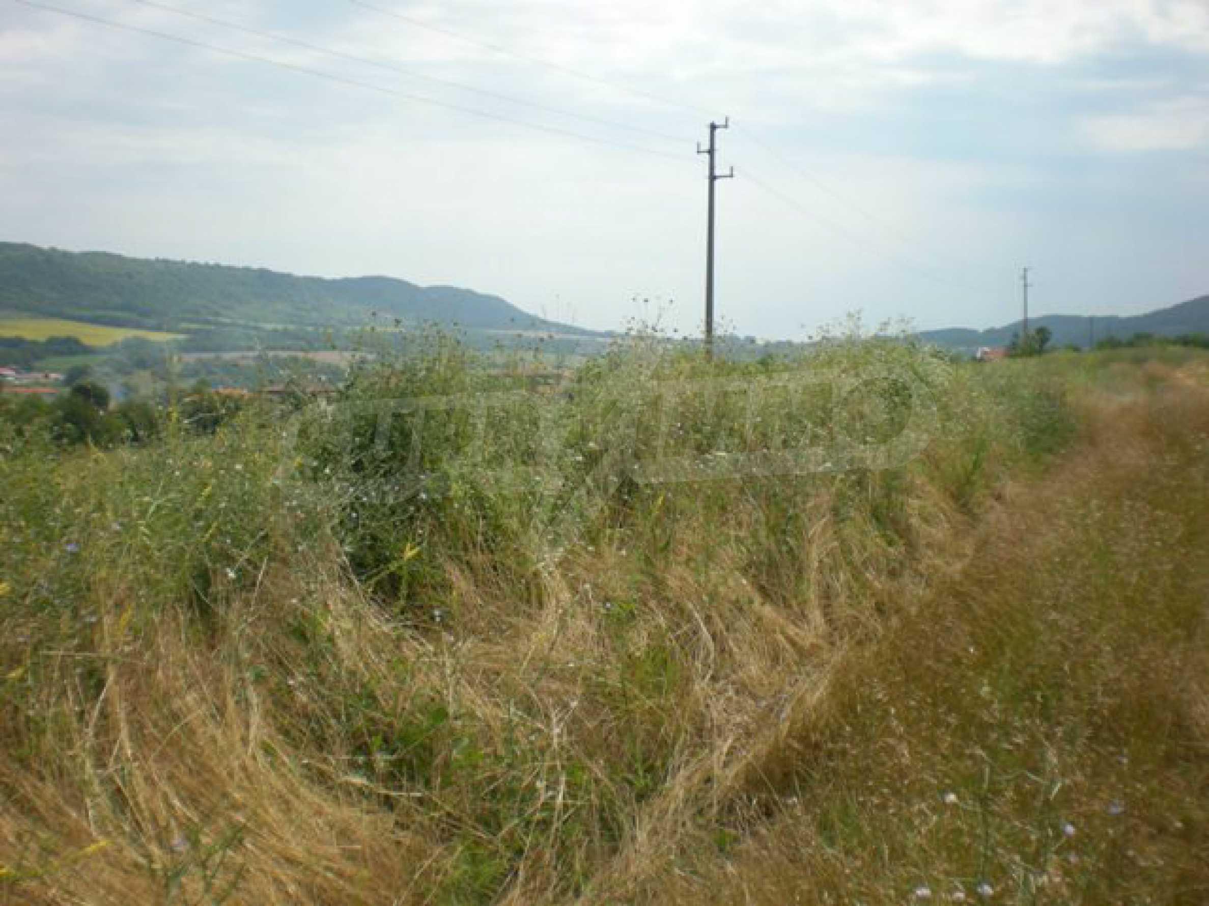 Парцели до регулация само на 3 км от Велико Търново  4