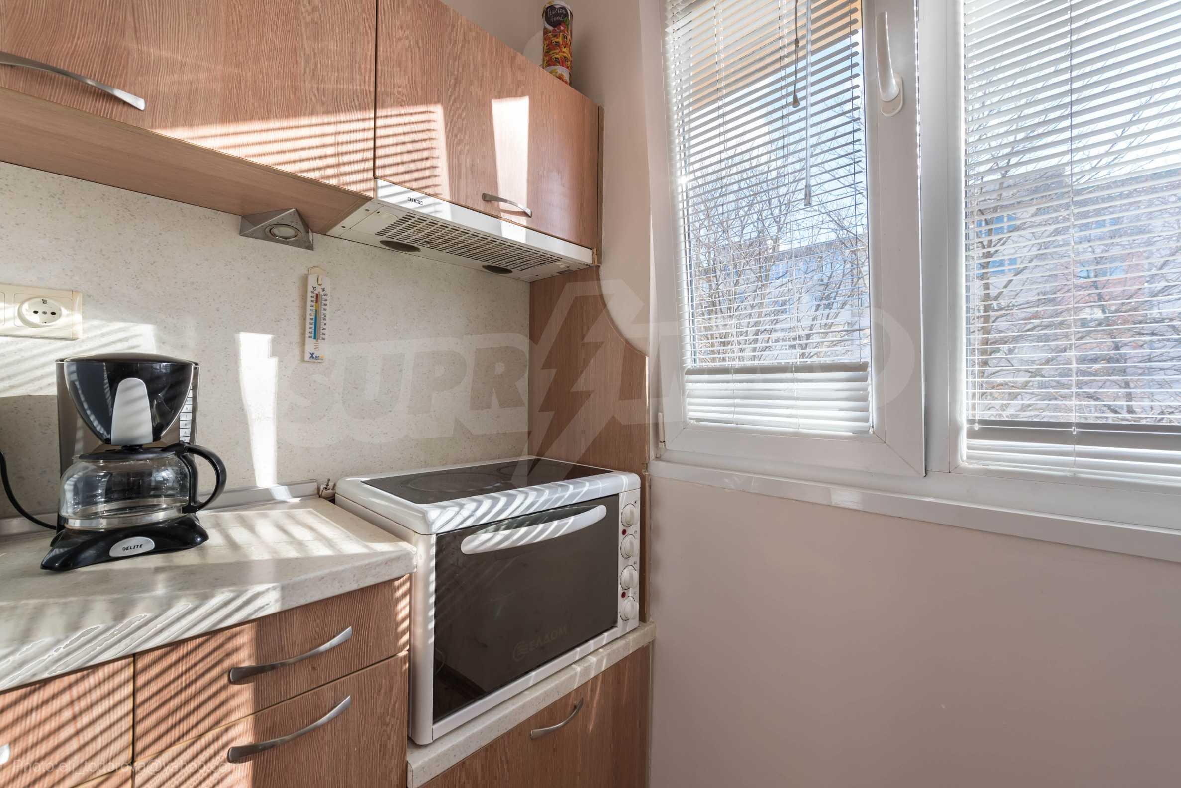 Апартамент Ейпъл  12