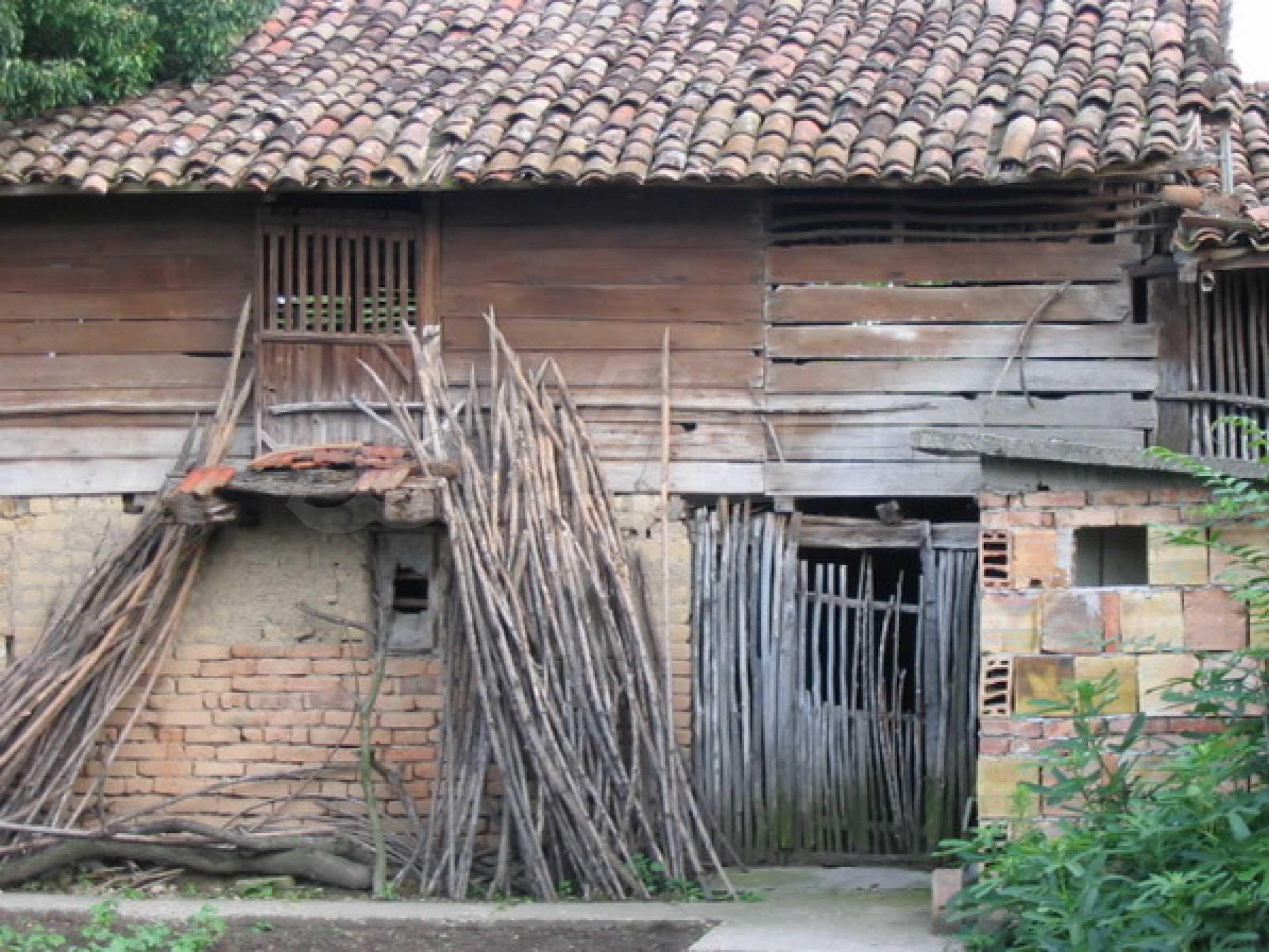 Къща в добро състояние до Велико Търново 9