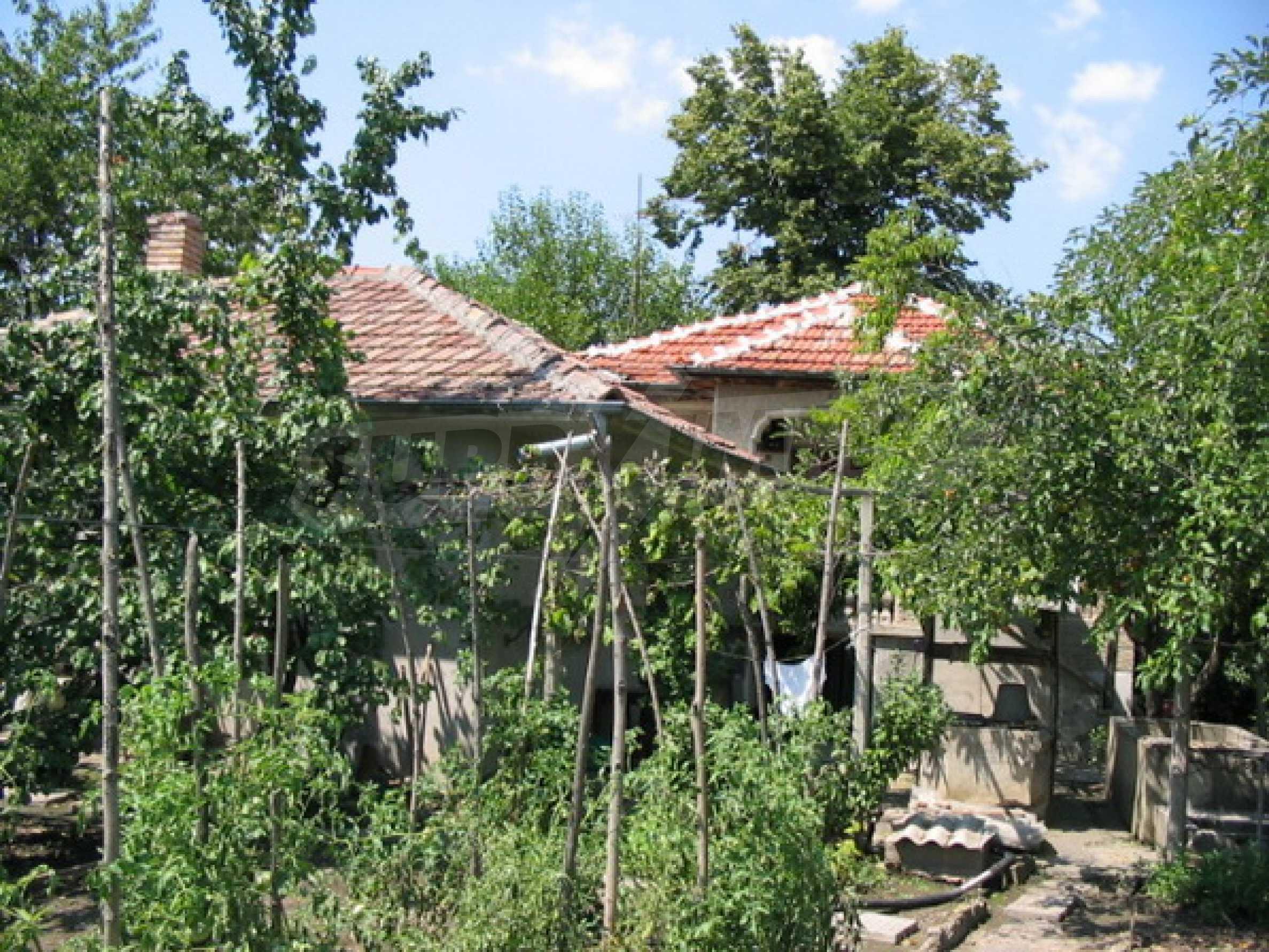 Къща в добро състояние до Велико Търново 1