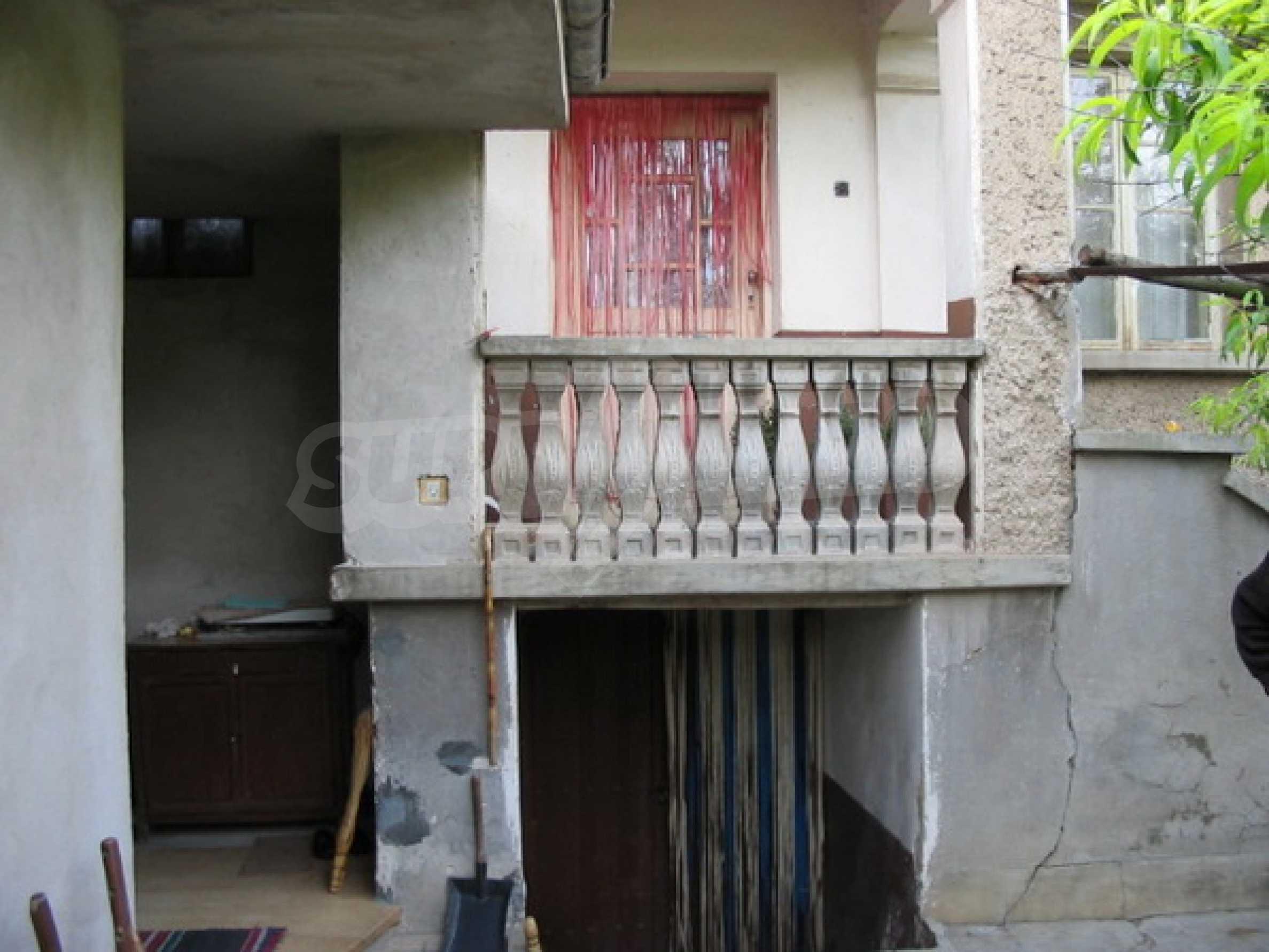 Къща в добро състояние до Велико Търново 4