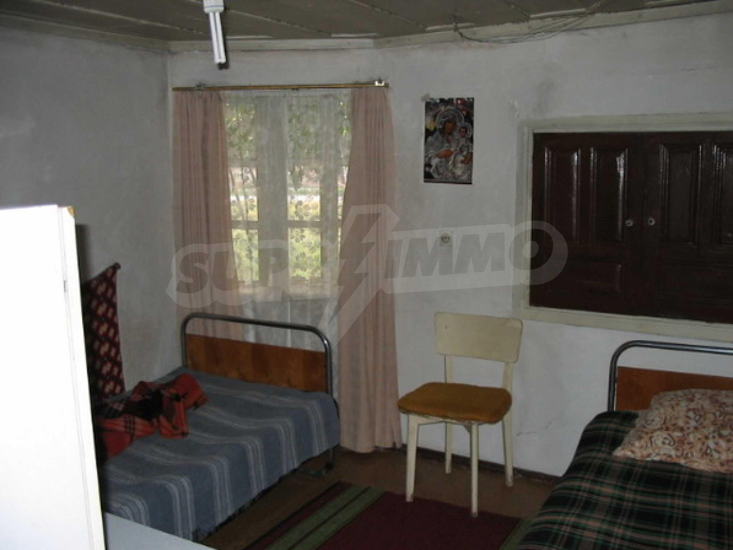 Къща в добро състояние до Велико Търново 5