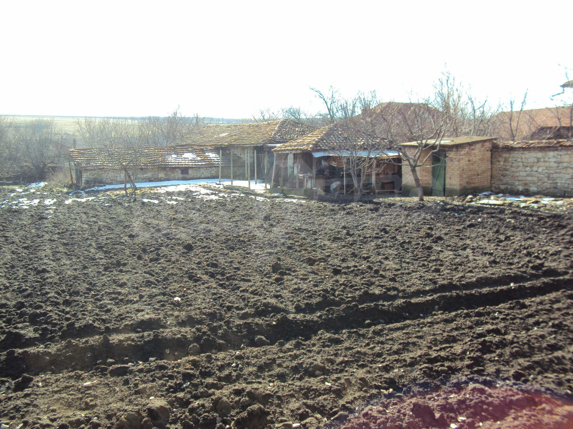 Einstöckiges Haus mit großem Garten in einem Dorf 30 km. von Veliko Tarnovo 37