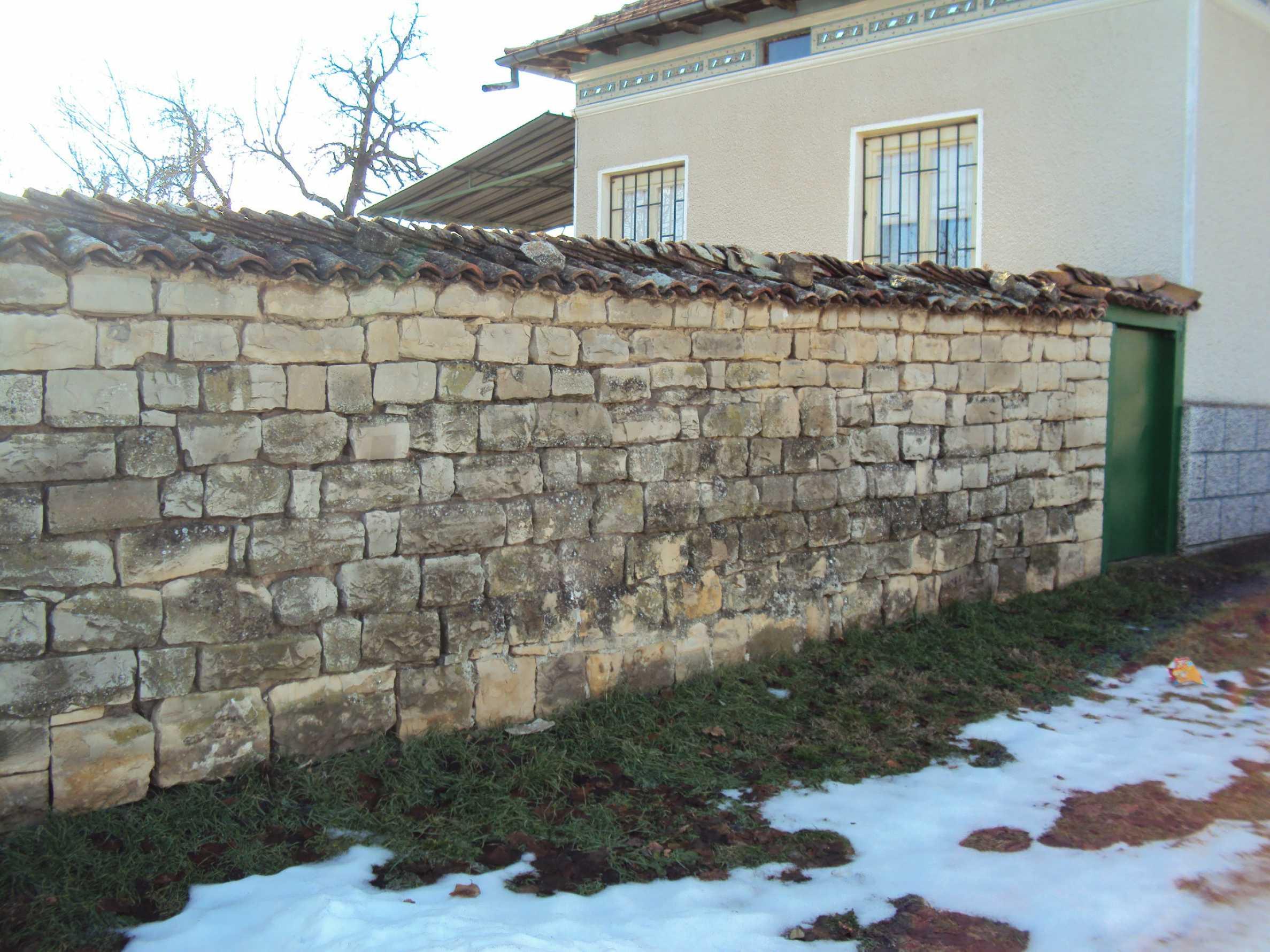 Einstöckiges Haus mit großem Garten in einem Dorf 30 km. von Veliko Tarnovo 5