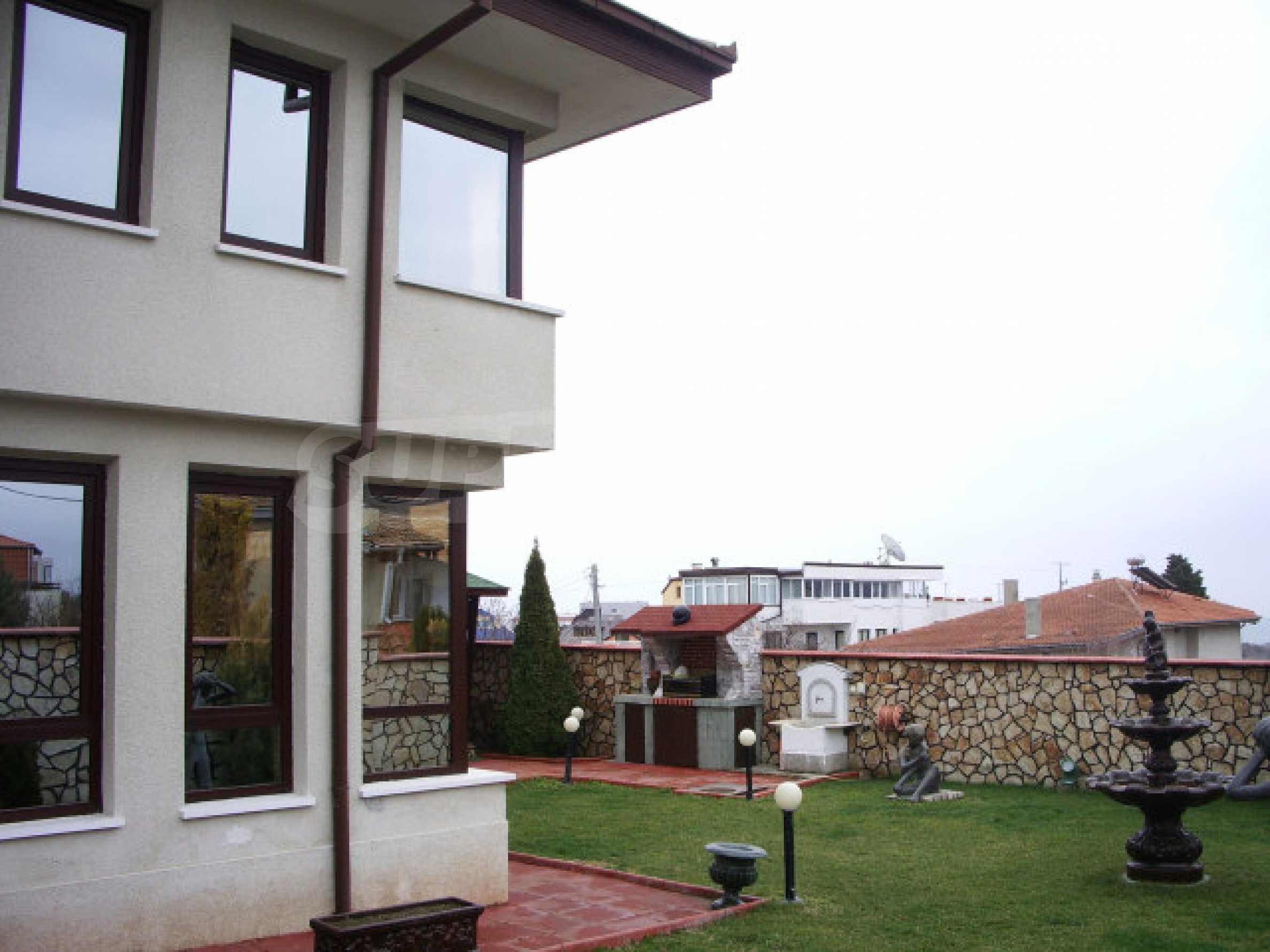 Елeгантна двуетажна къща близо до двореца на Евксиноград  2