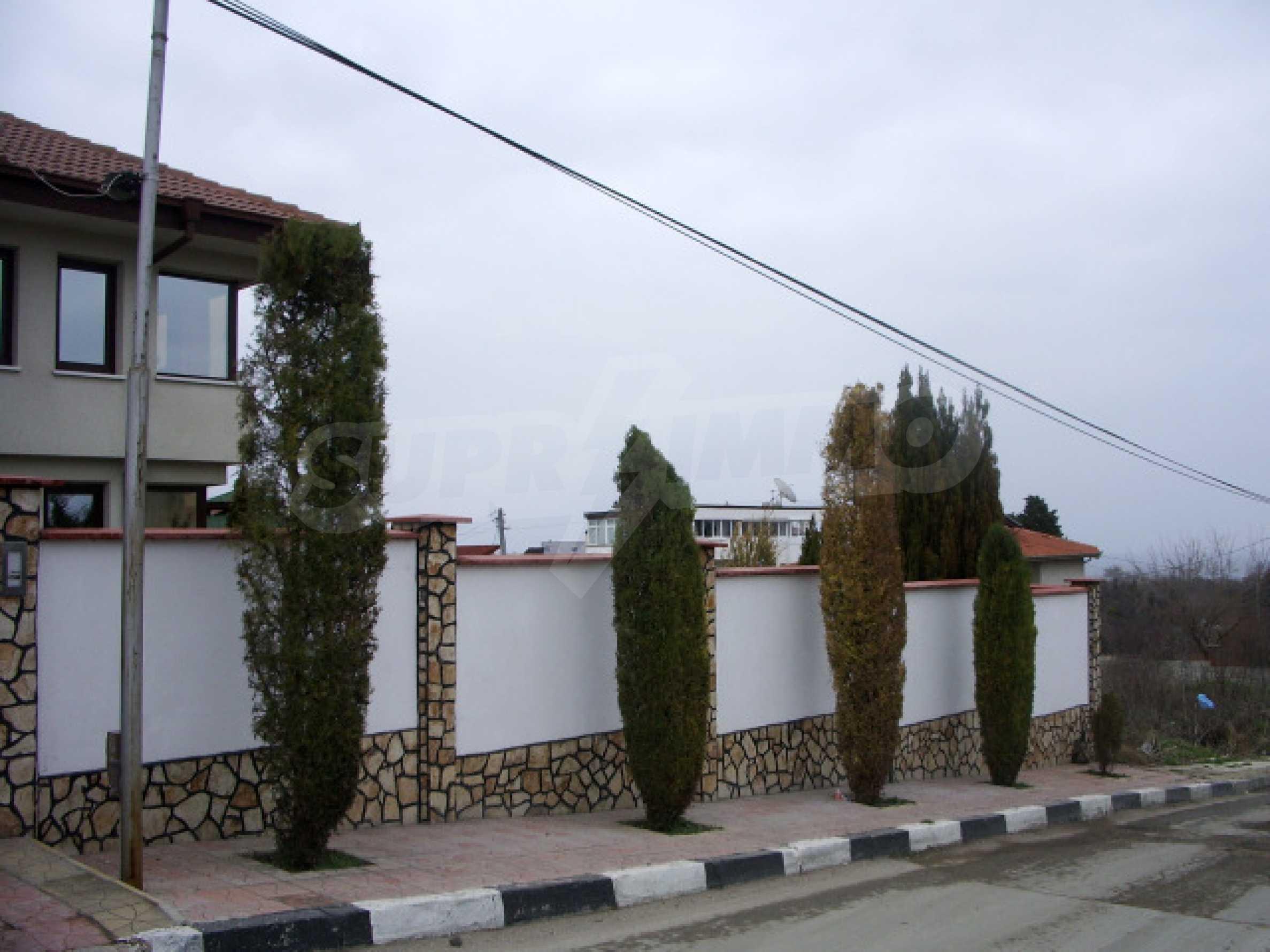 Елeгантна двуетажна къща близо до двореца на Евксиноград  41