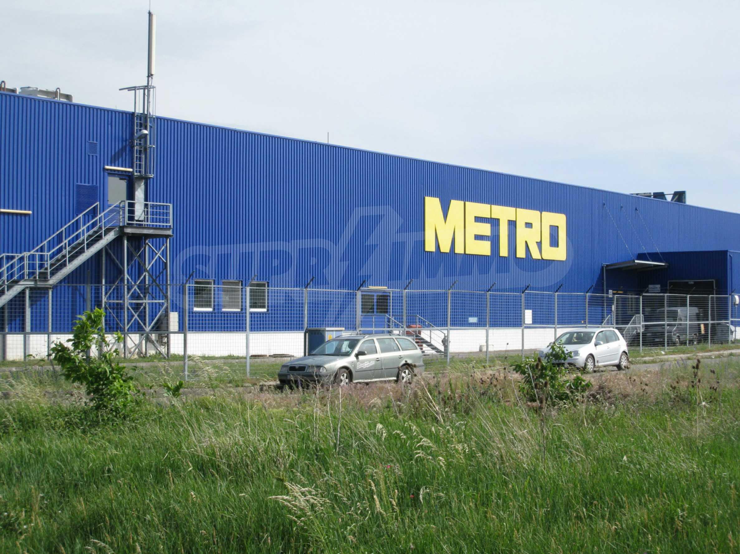 Investitionsgrundstück in der Nähe des Metro-Shops am Europe Blvd.