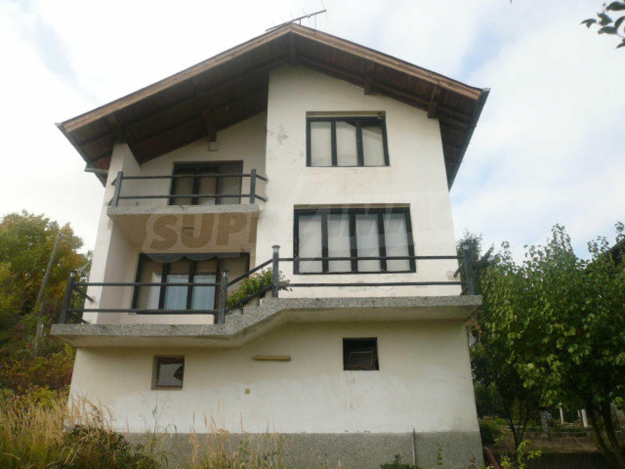 Dreistöckige Villa an der Küste von Donau 2