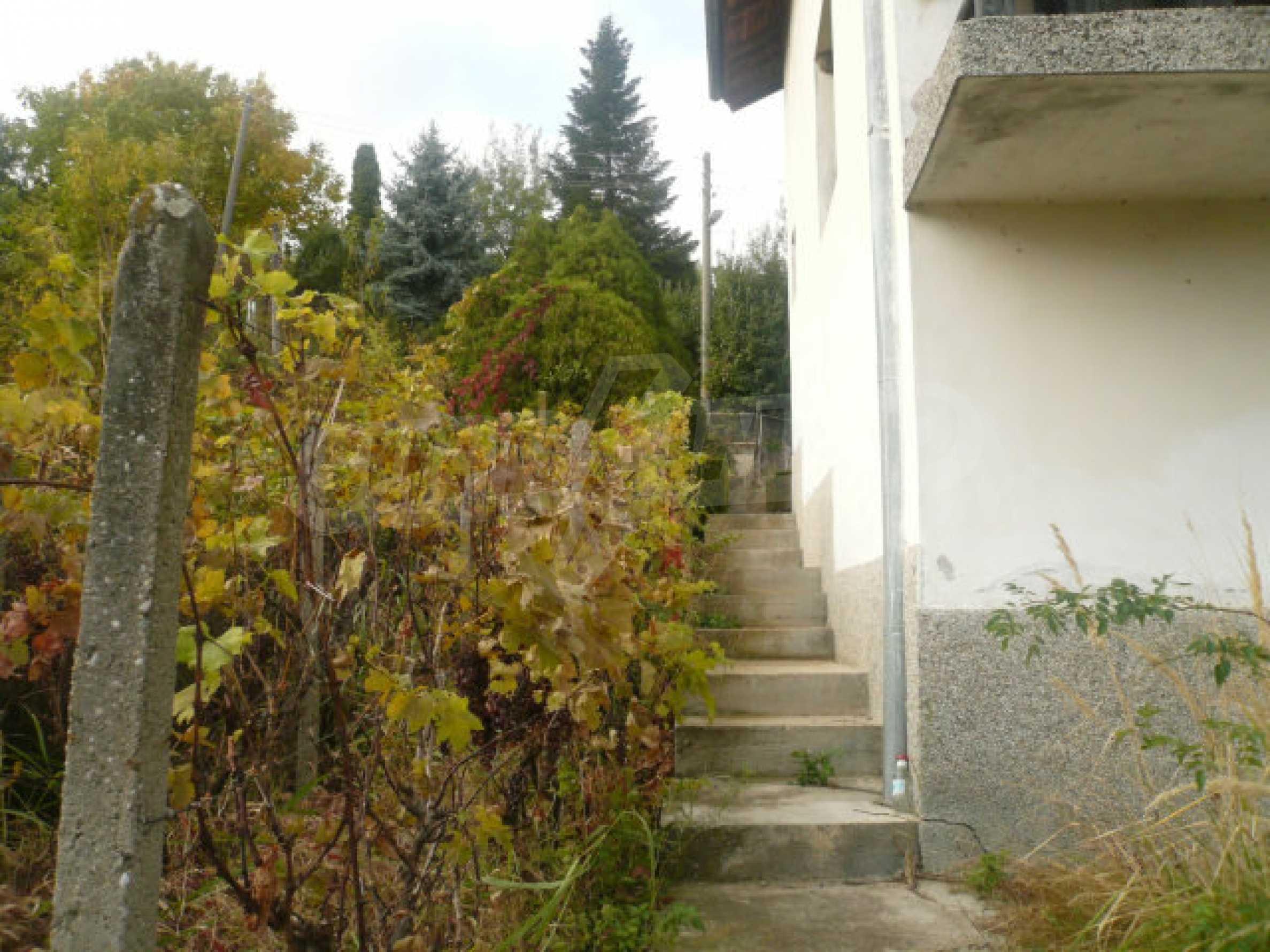 Dreistöckige Villa an der Küste von Donau 3