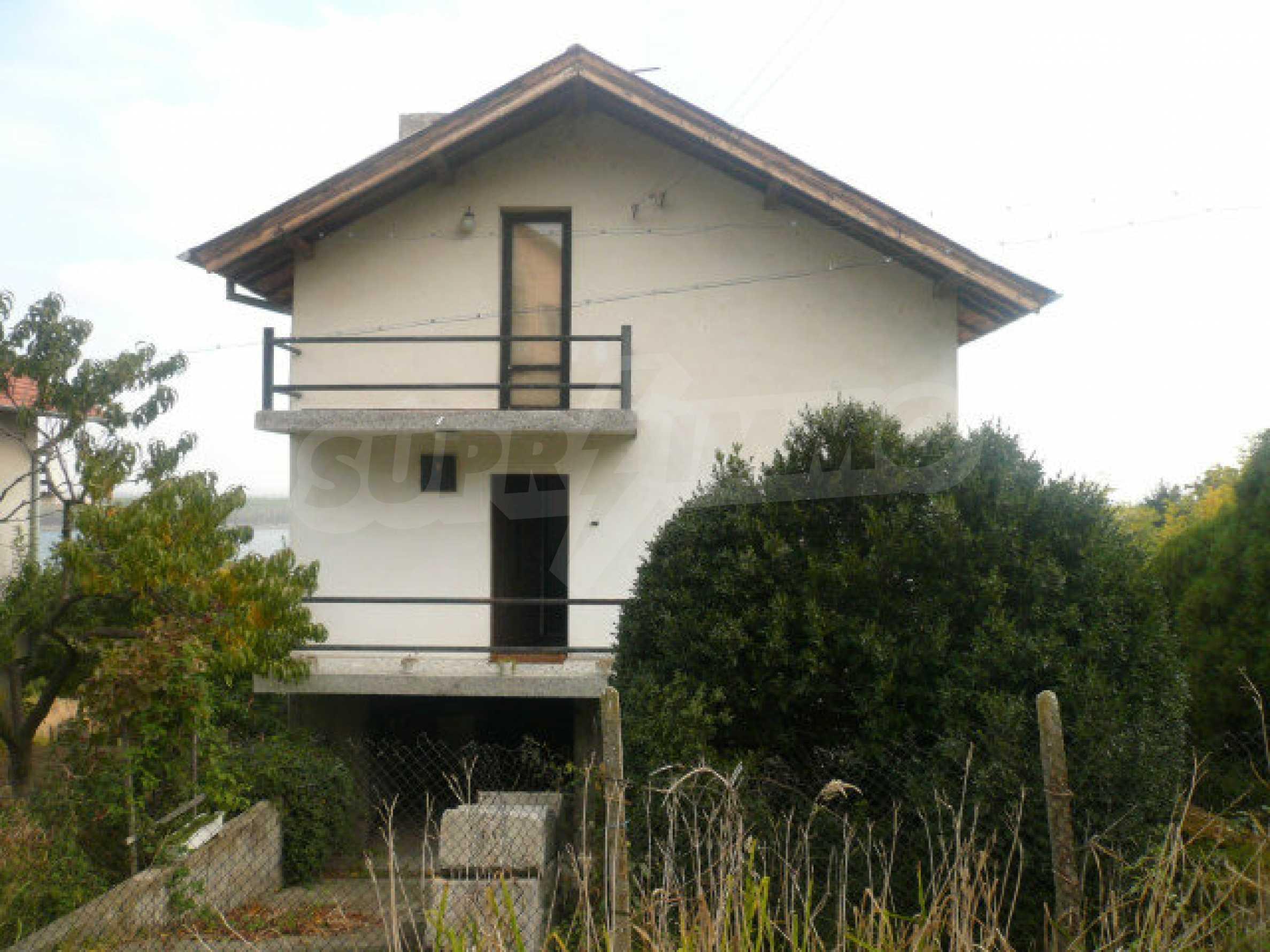 Dreistöckige Villa an der Küste von Donau 7