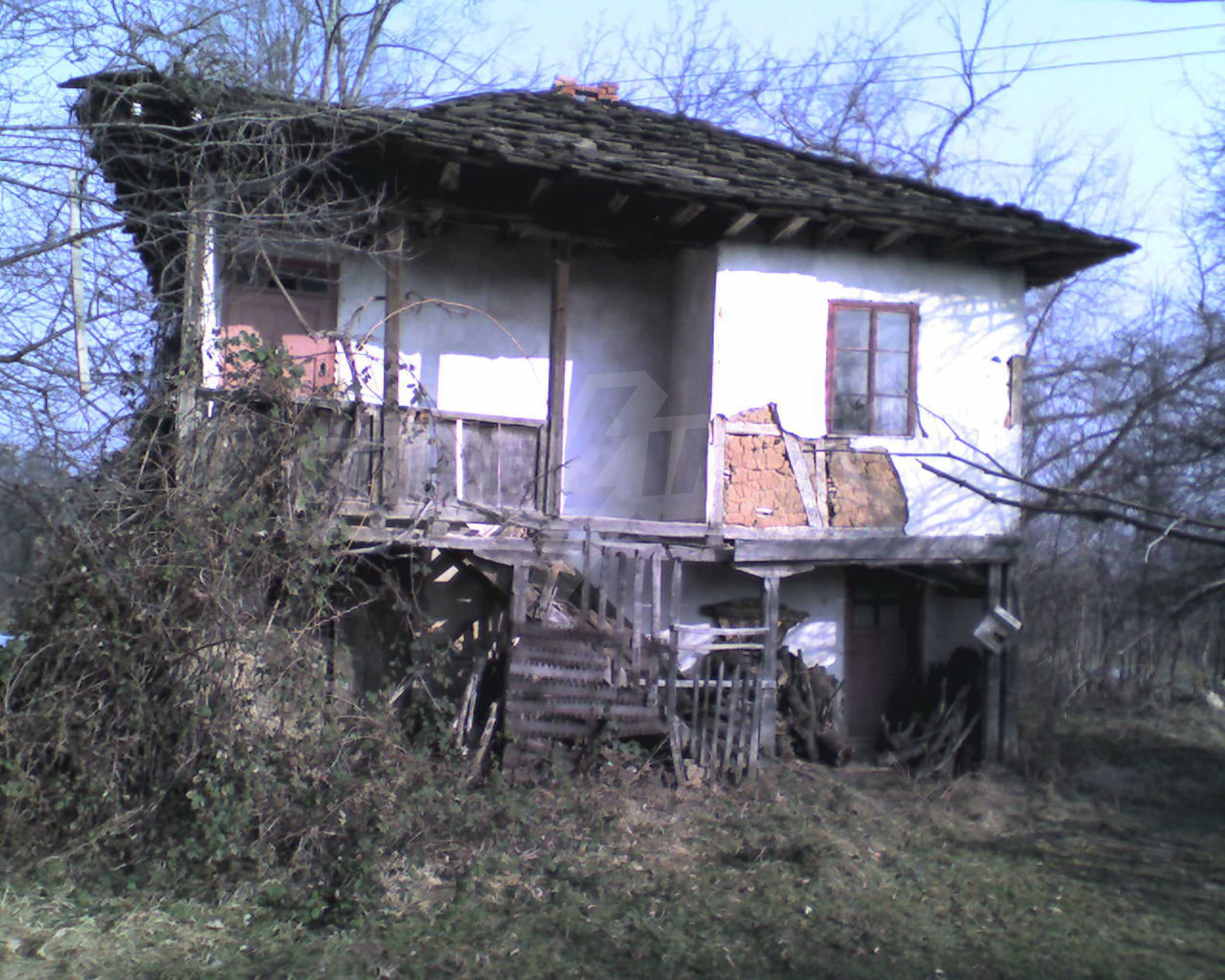 Two-storey property near big dam in the mountains