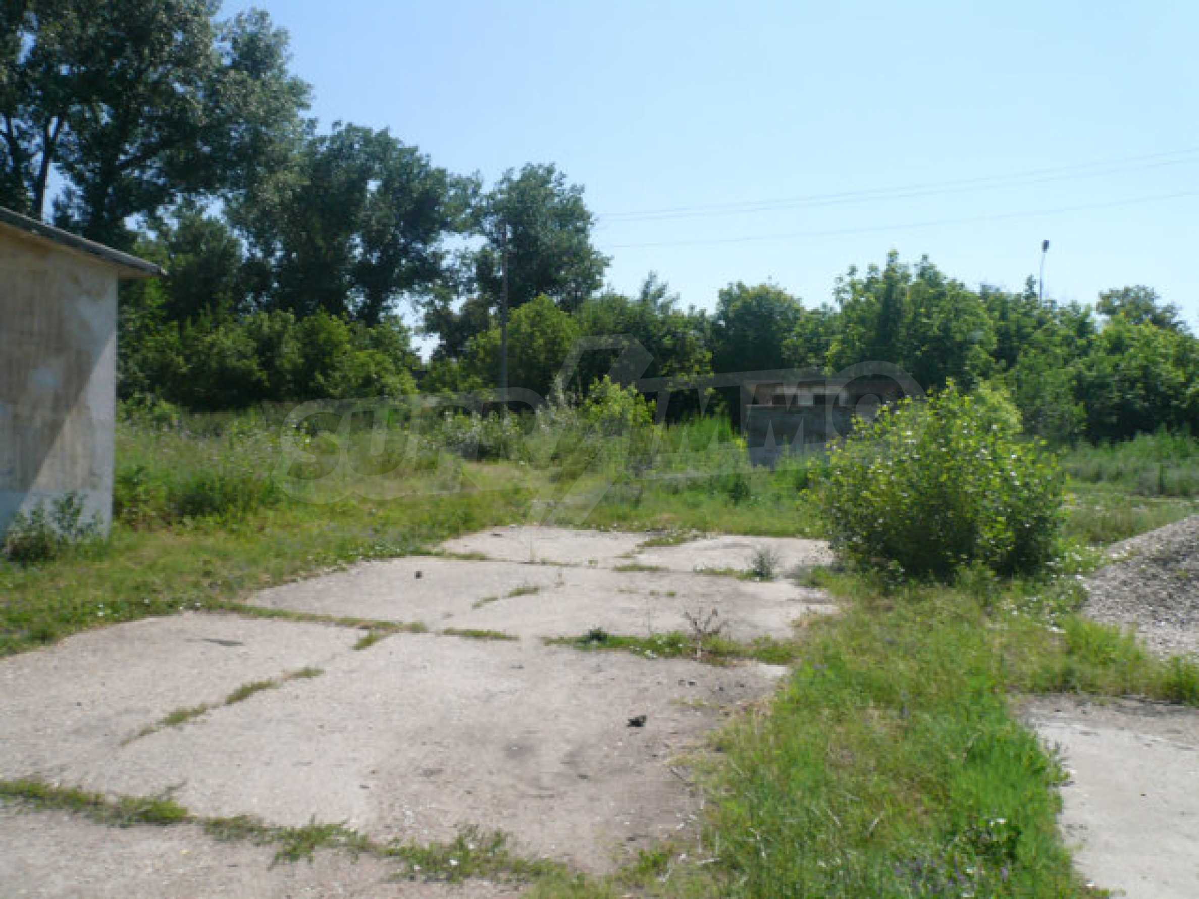 Large plot of development land in the industrial zone 6