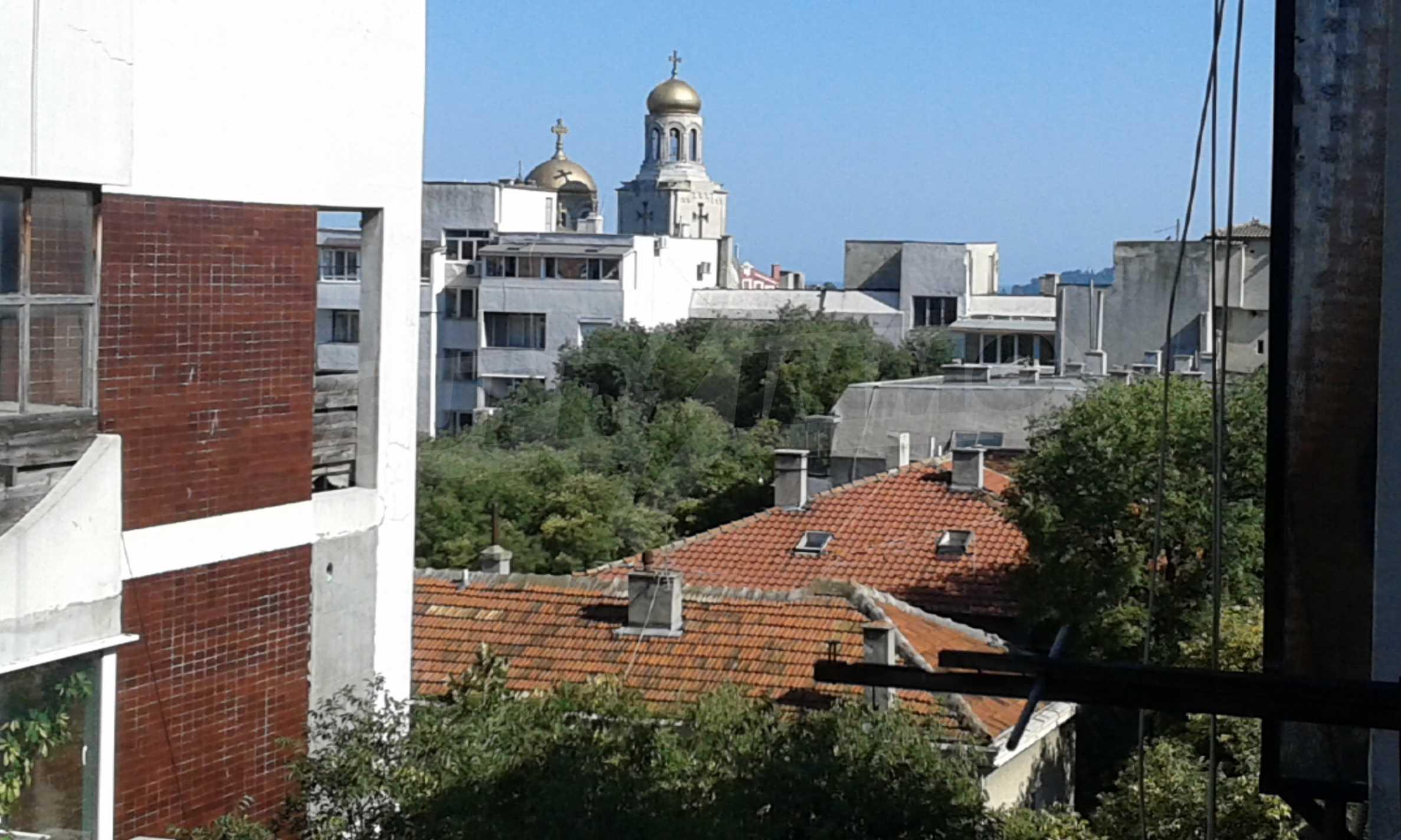 Отличен апартамент в топ център с гледка към Катедралата 13