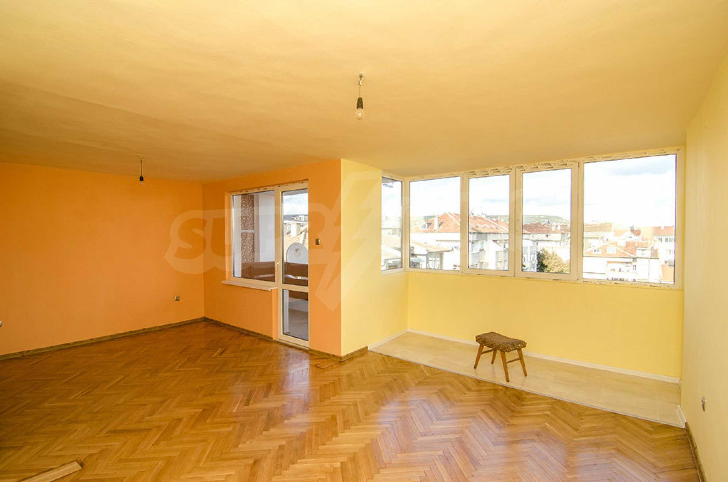 Отличен апартамент в топ център с гледка към Катедралата 2