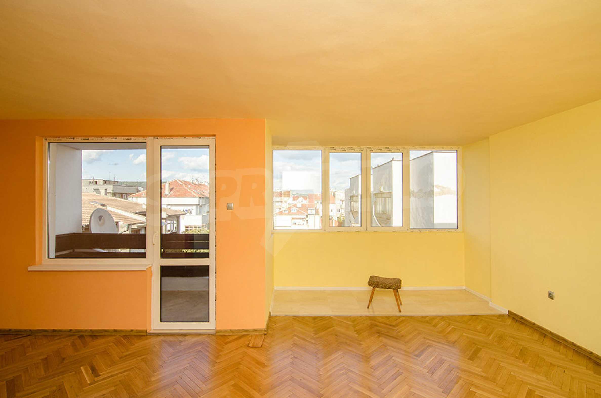 Отличен апартамент в топ център с гледка към Катедралата 3