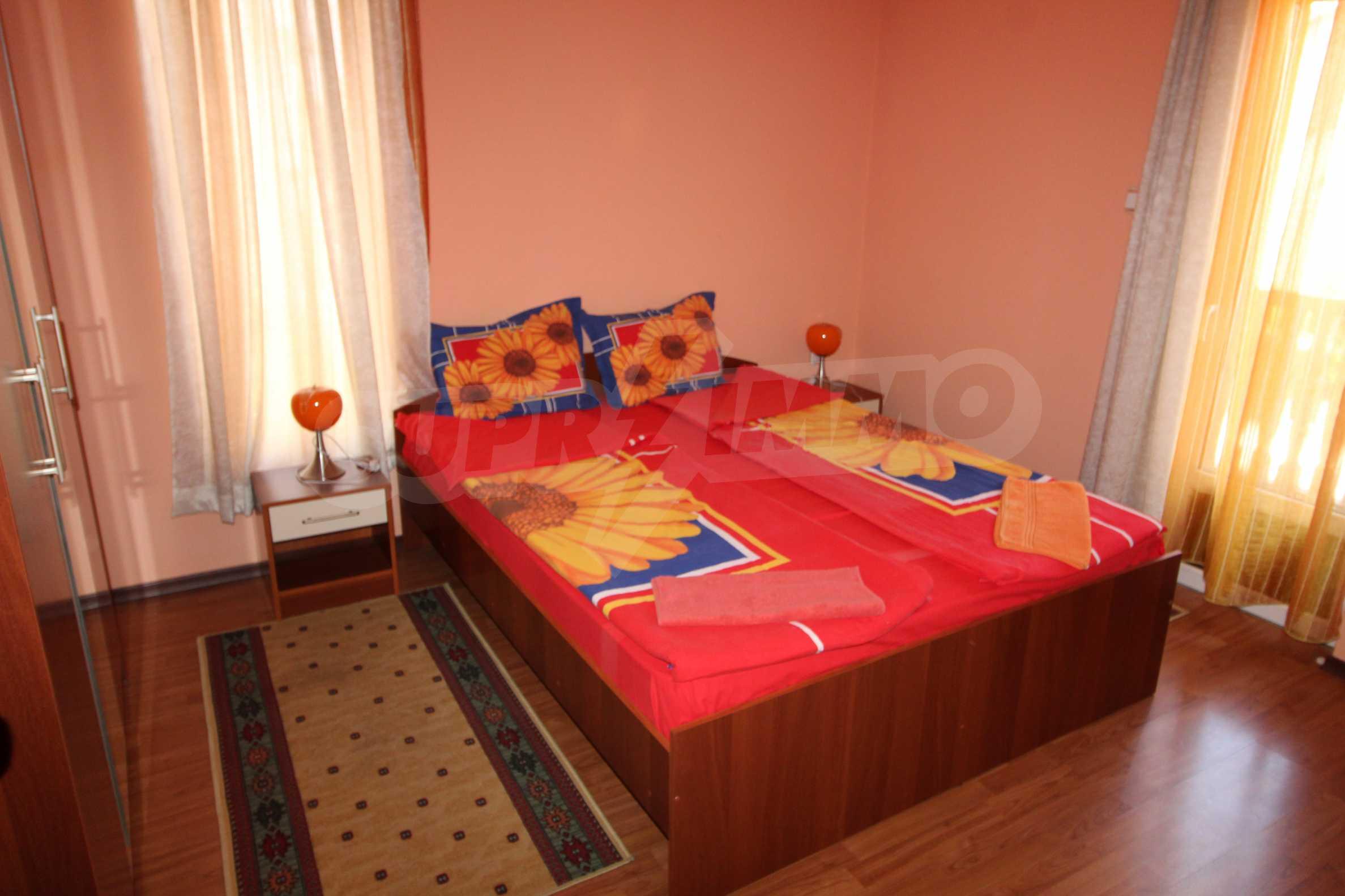Светъл и уютен тристаен апартамент в Банско 2