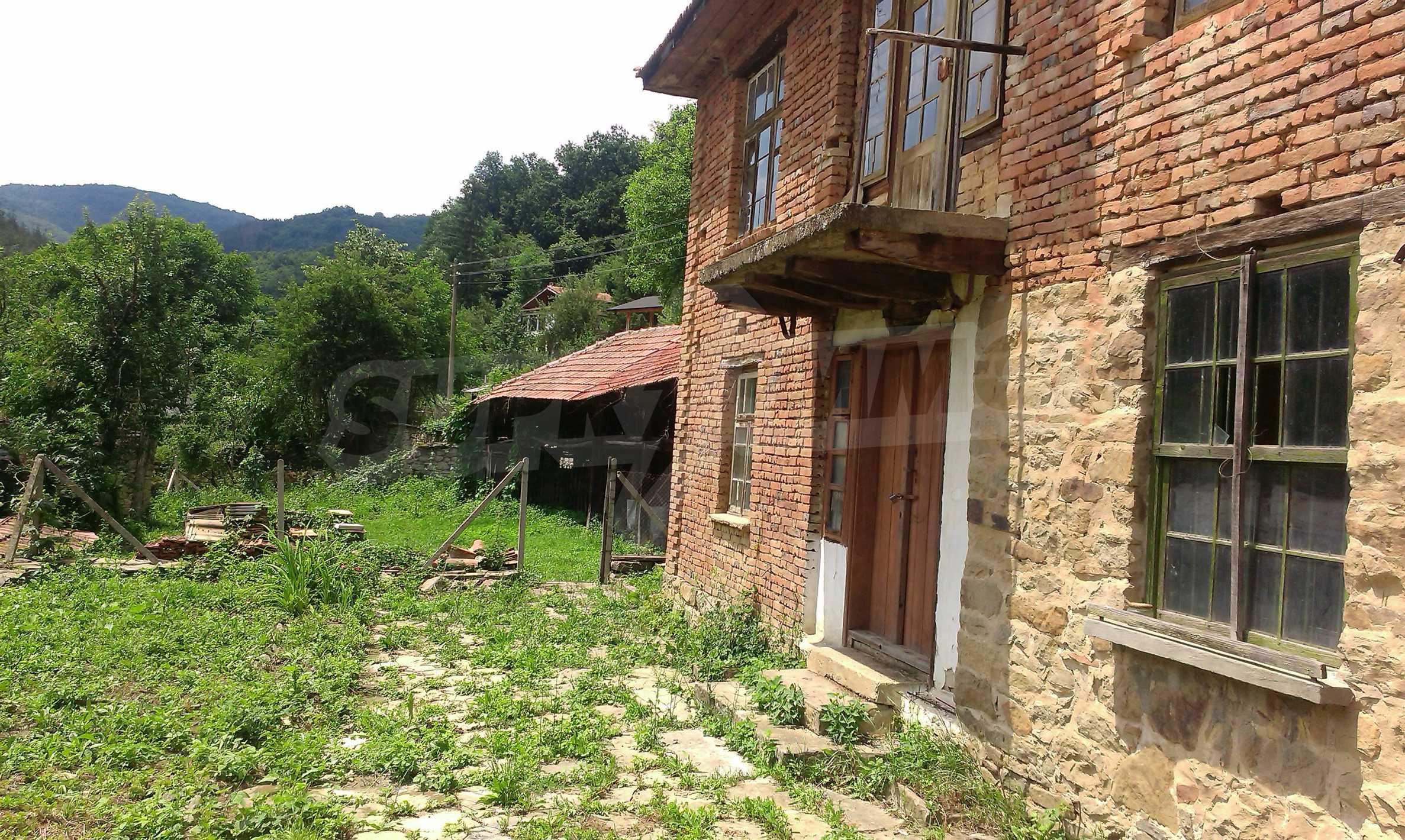 Тухлена двуетажна къща само на 22 км от Велико Търново  16