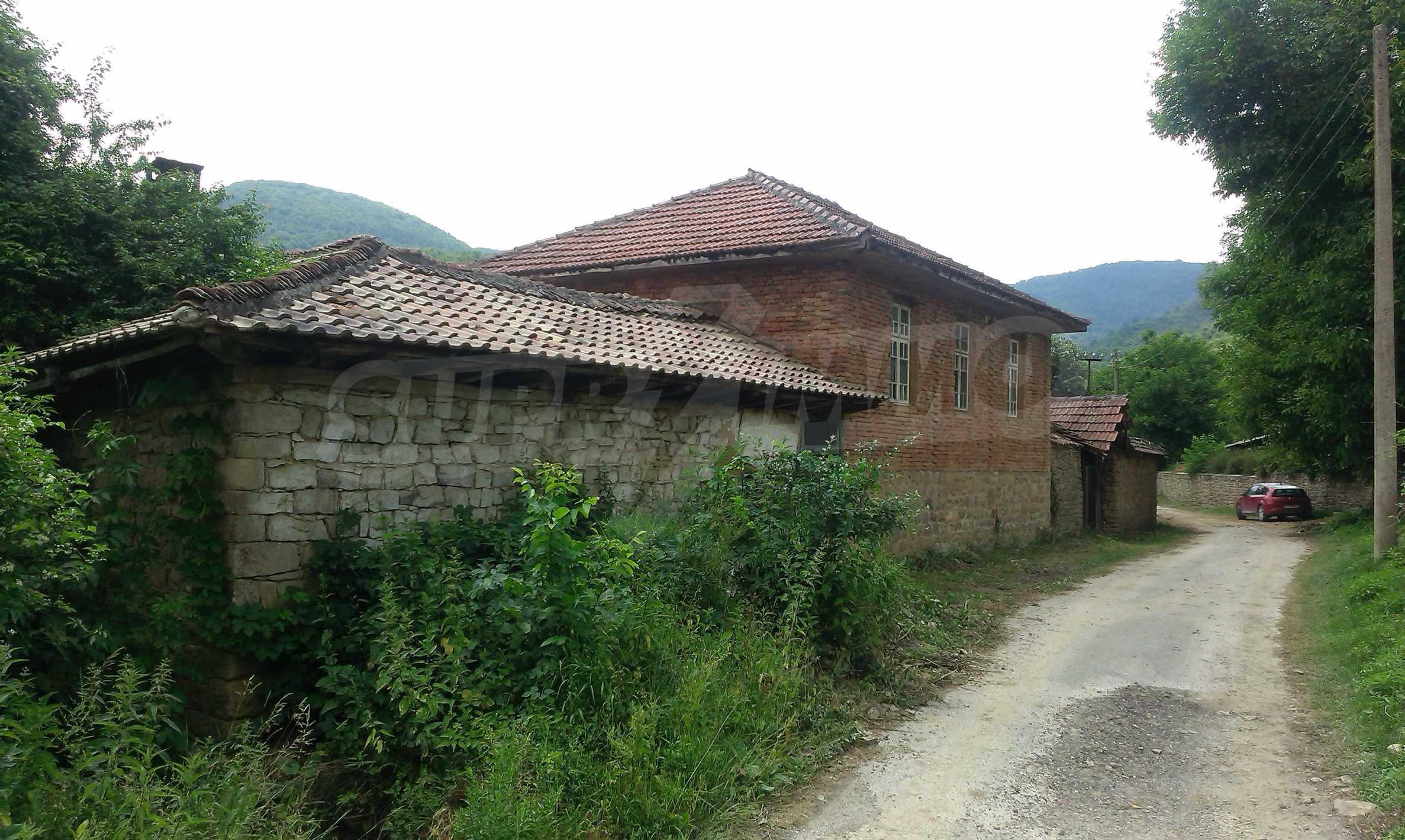 Тухлена двуетажна къща само на 22 км от Велико Търново  23