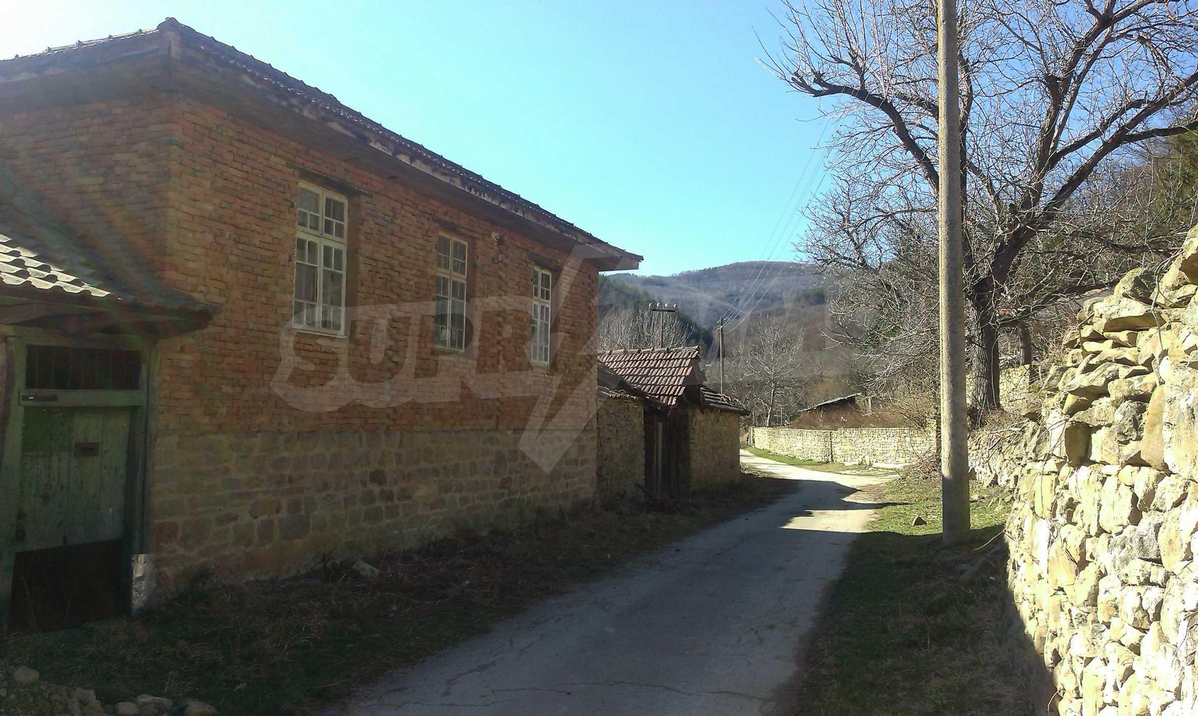 Тухлена двуетажна къща само на 22 км от Велико Търново  24