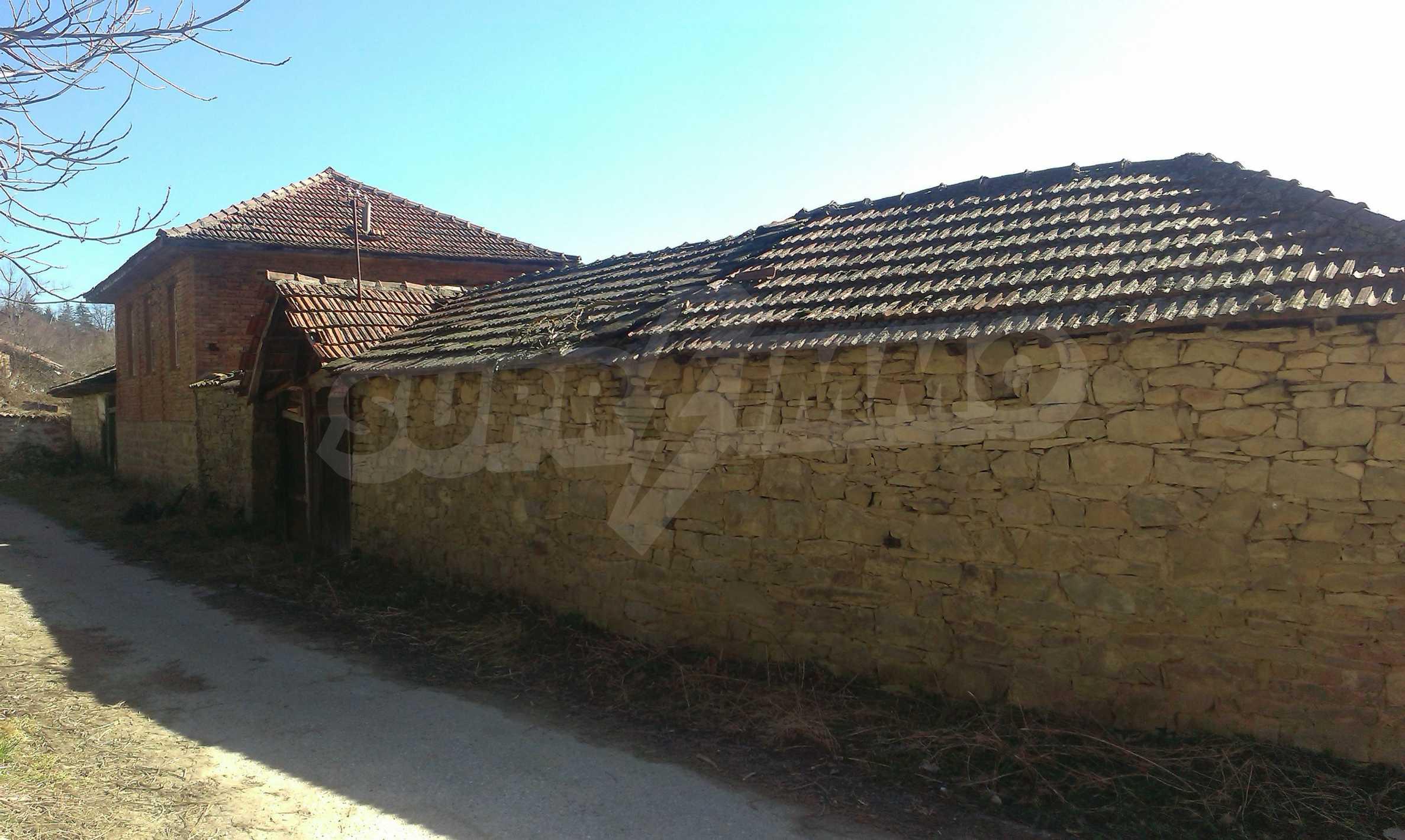 Тухлена двуетажна къща само на 22 км от Велико Търново  26