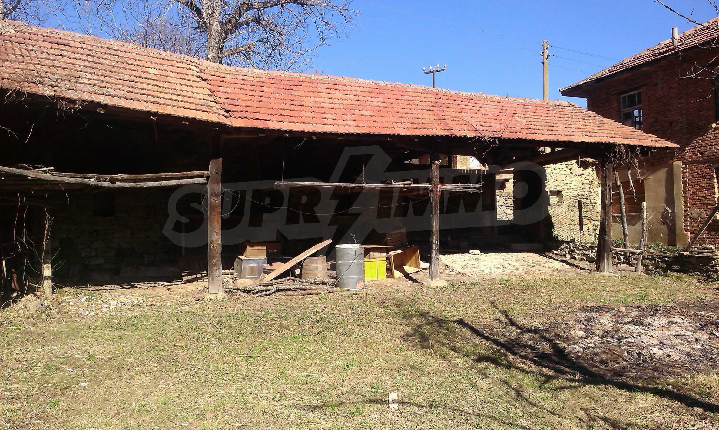 Тухлена двуетажна къща само на 22 км от Велико Търново  28