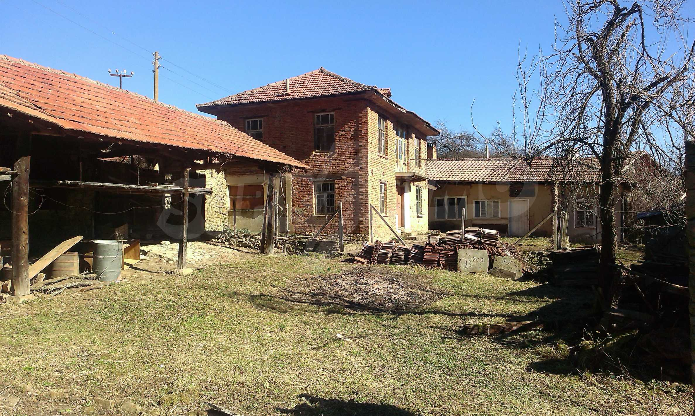 Тухлена двуетажна къща само на 22 км от Велико Търново  29