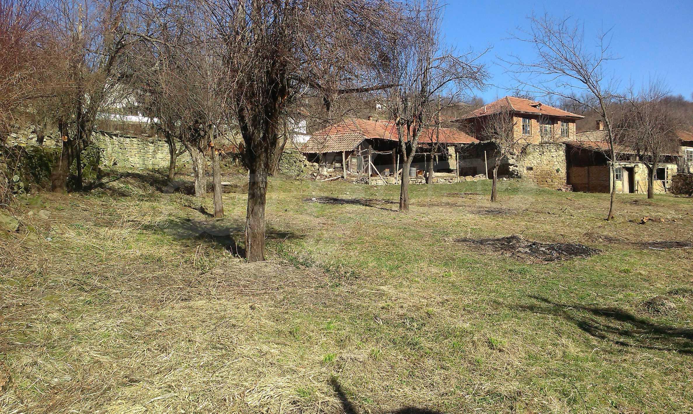 Тухлена двуетажна къща само на 22 км от Велико Търново  35