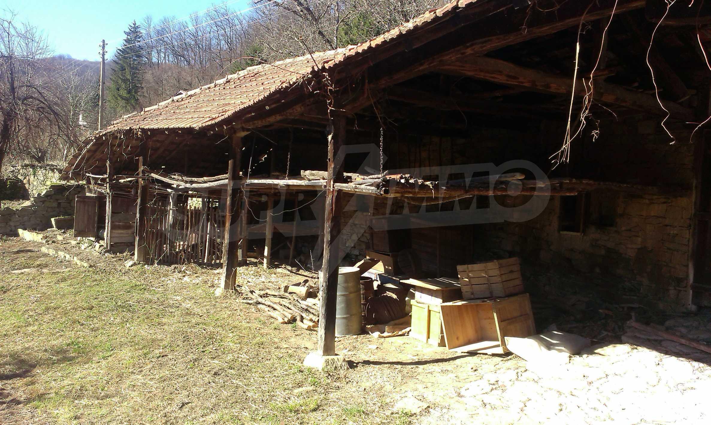 Тухлена двуетажна къща само на 22 км от Велико Търново  40