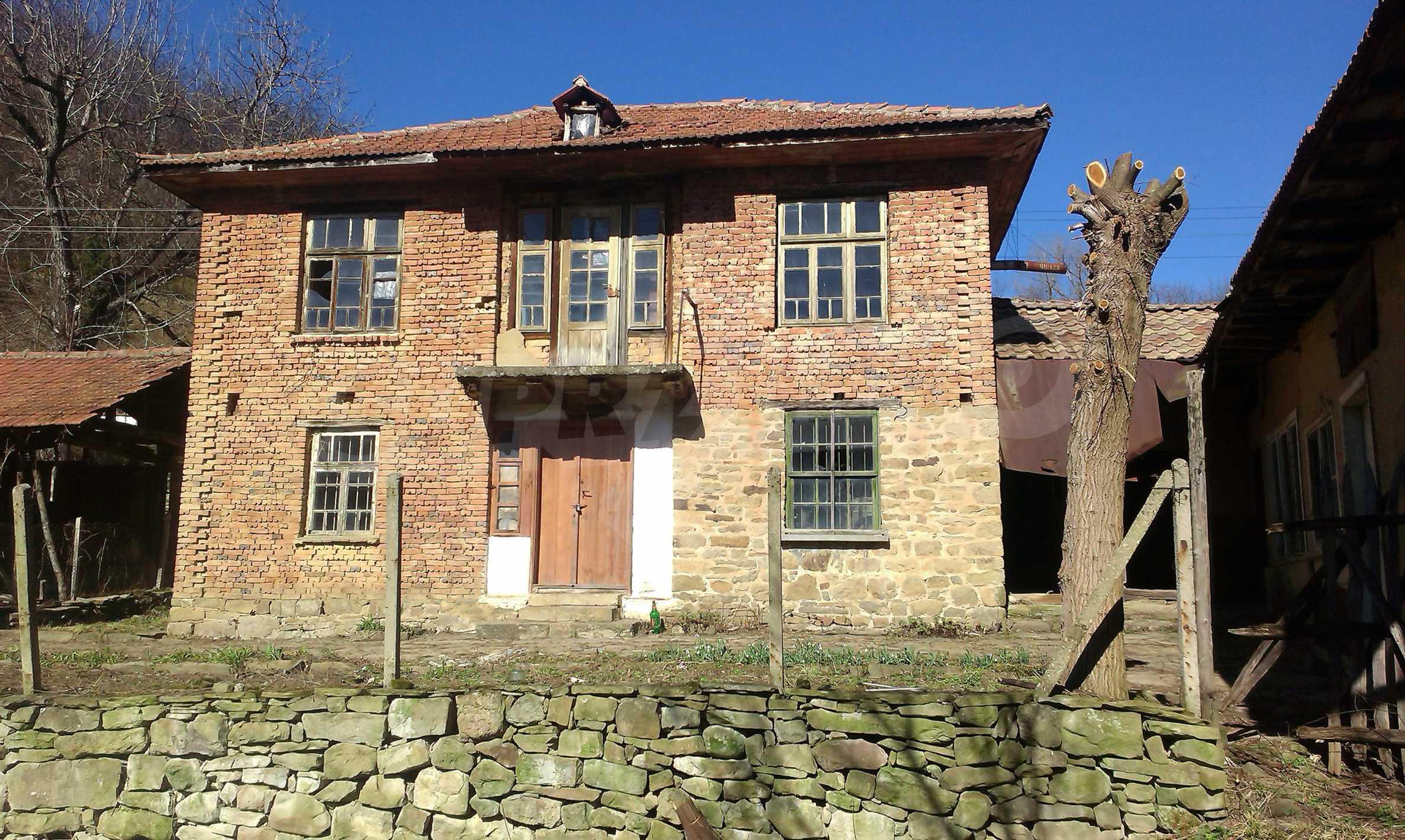 Тухлена двуетажна къща само на 22 км от Велико Търново  41