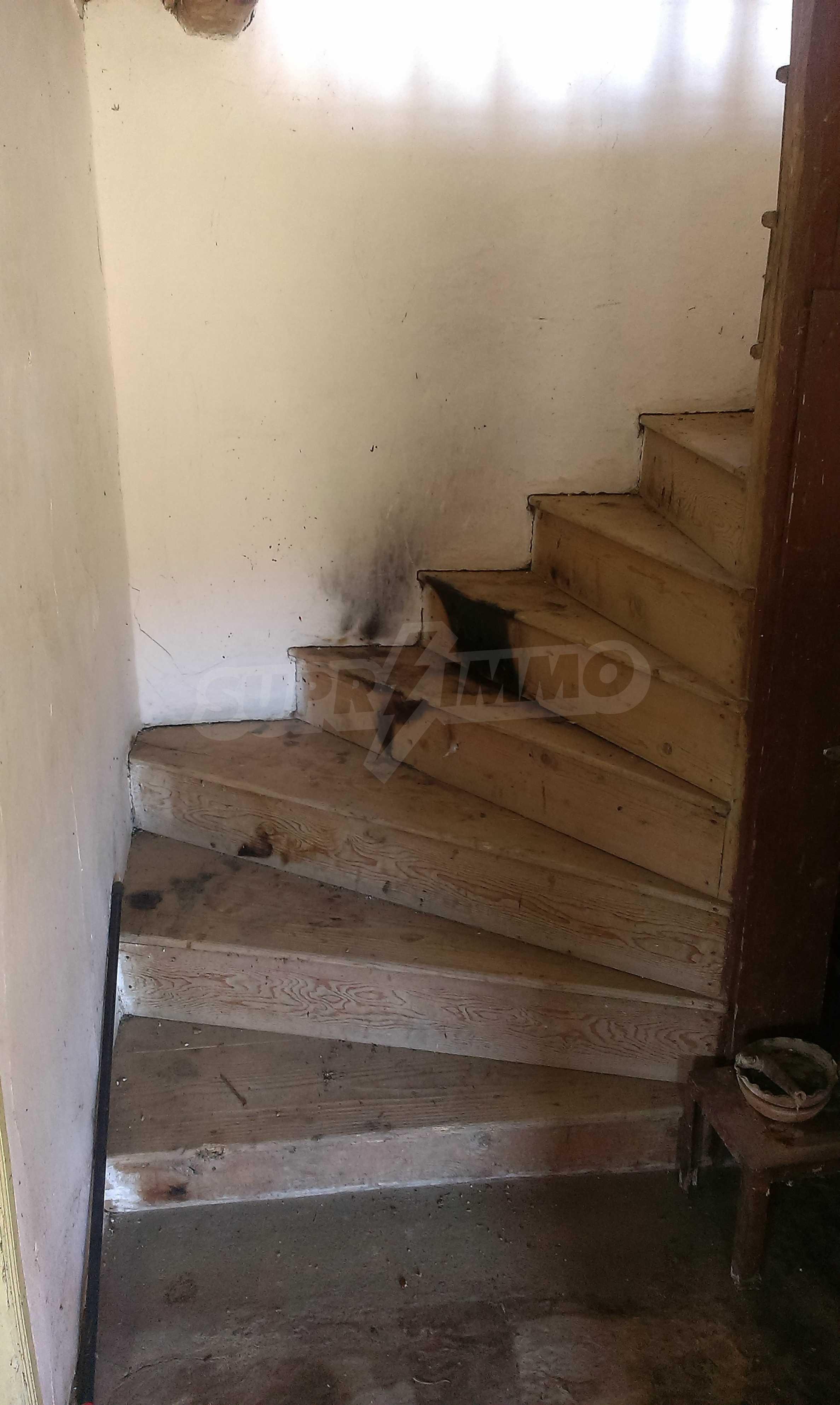 Тухлена двуетажна къща само на 22 км от Велико Търново  52