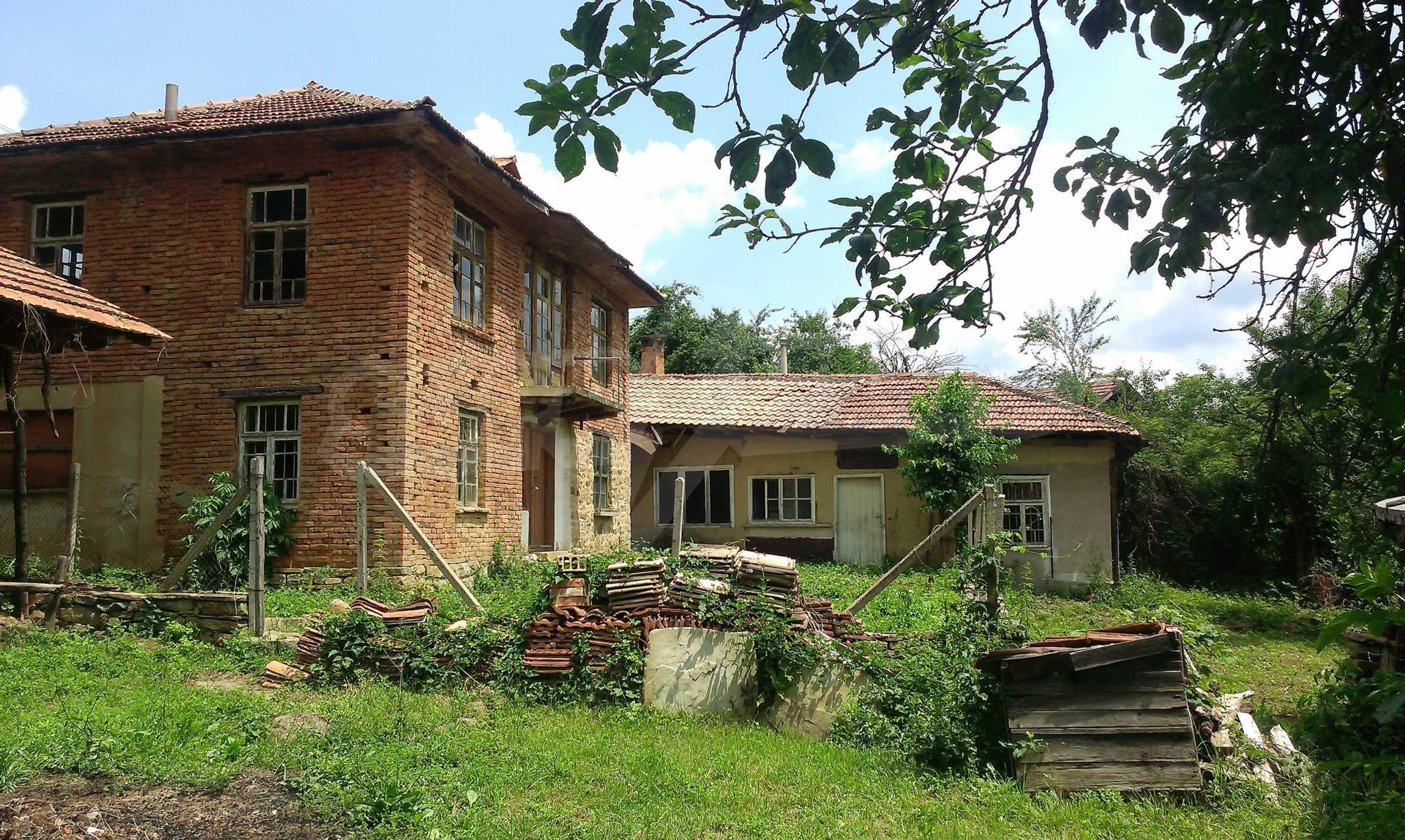 Тухлена двуетажна къща само на 22 км от Велико Търново  68
