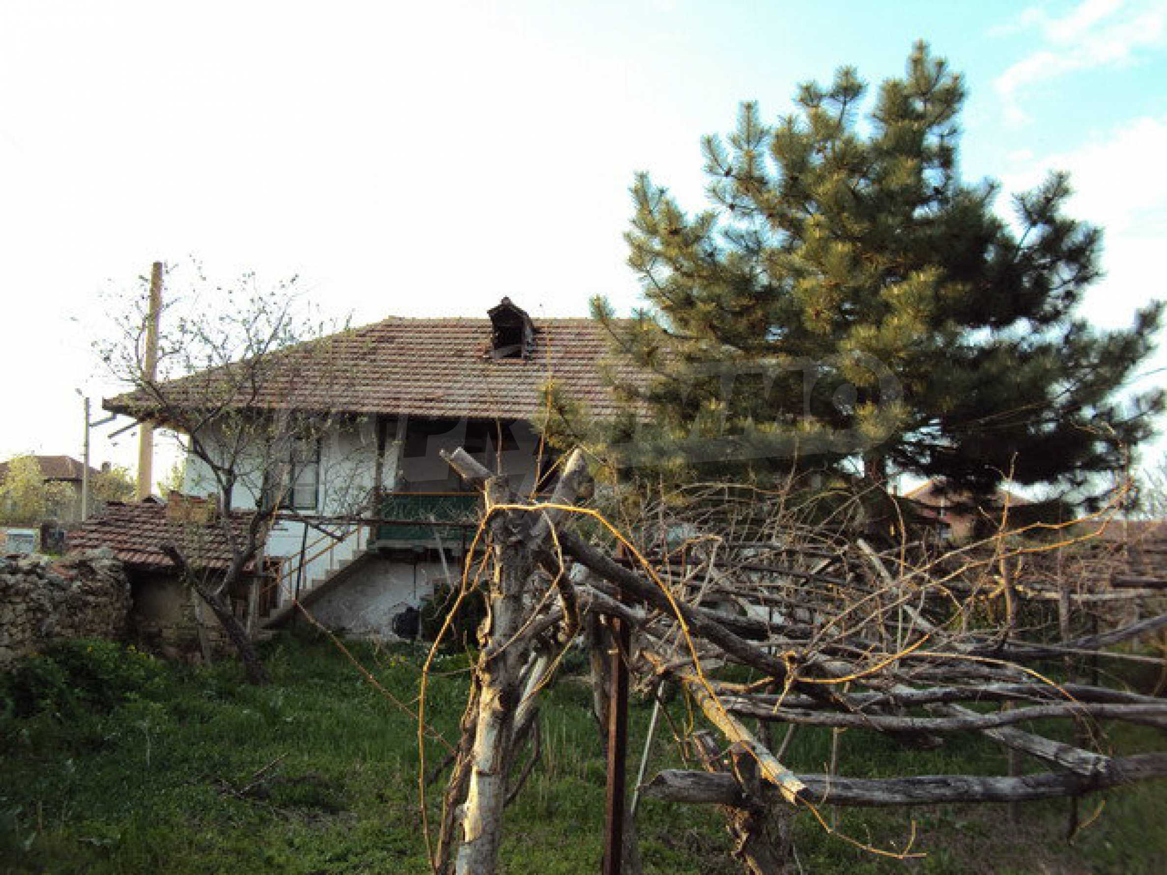 House with spacious garden is located in a beautiful and well developed village 30 km. from Veliko Tarnovo 22