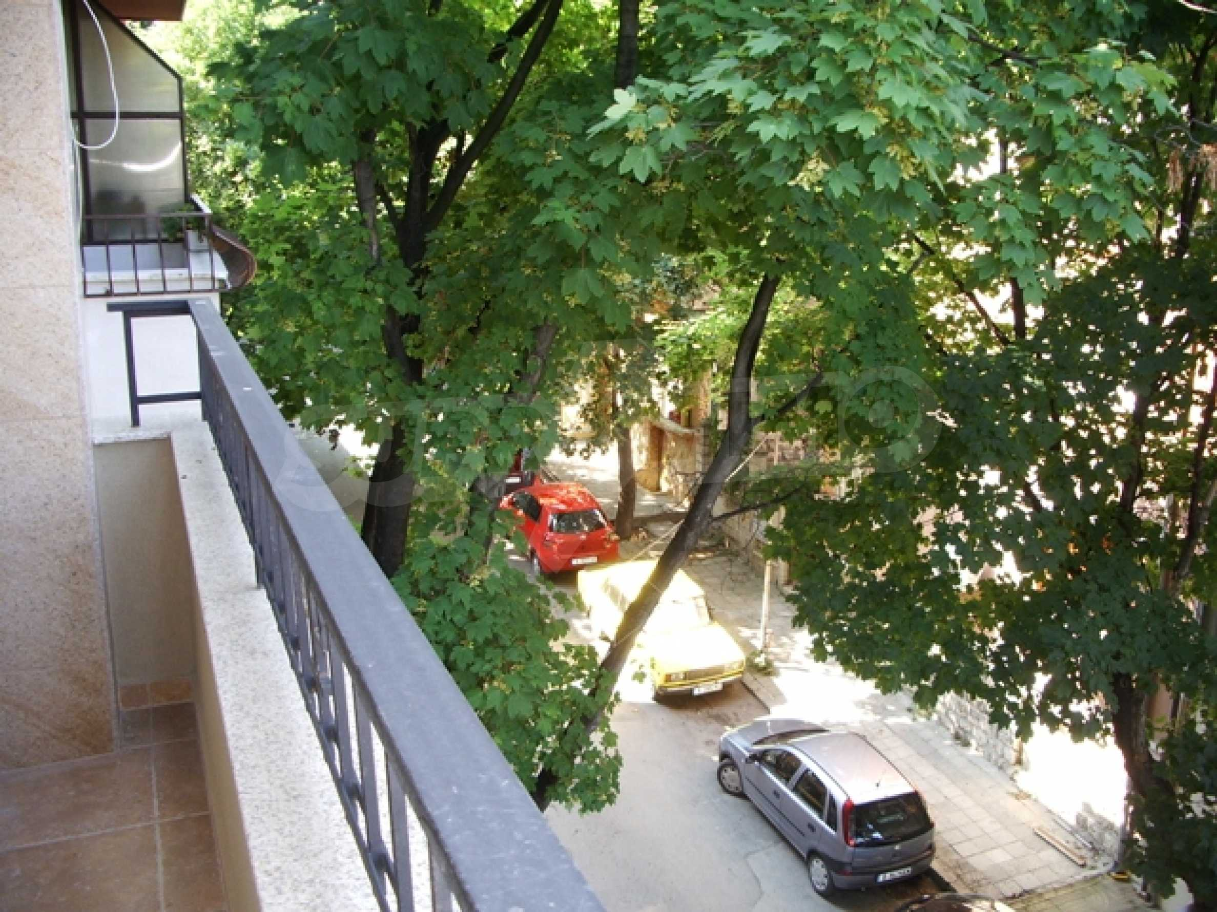 Апартаменти и офис в стилна сграда 10