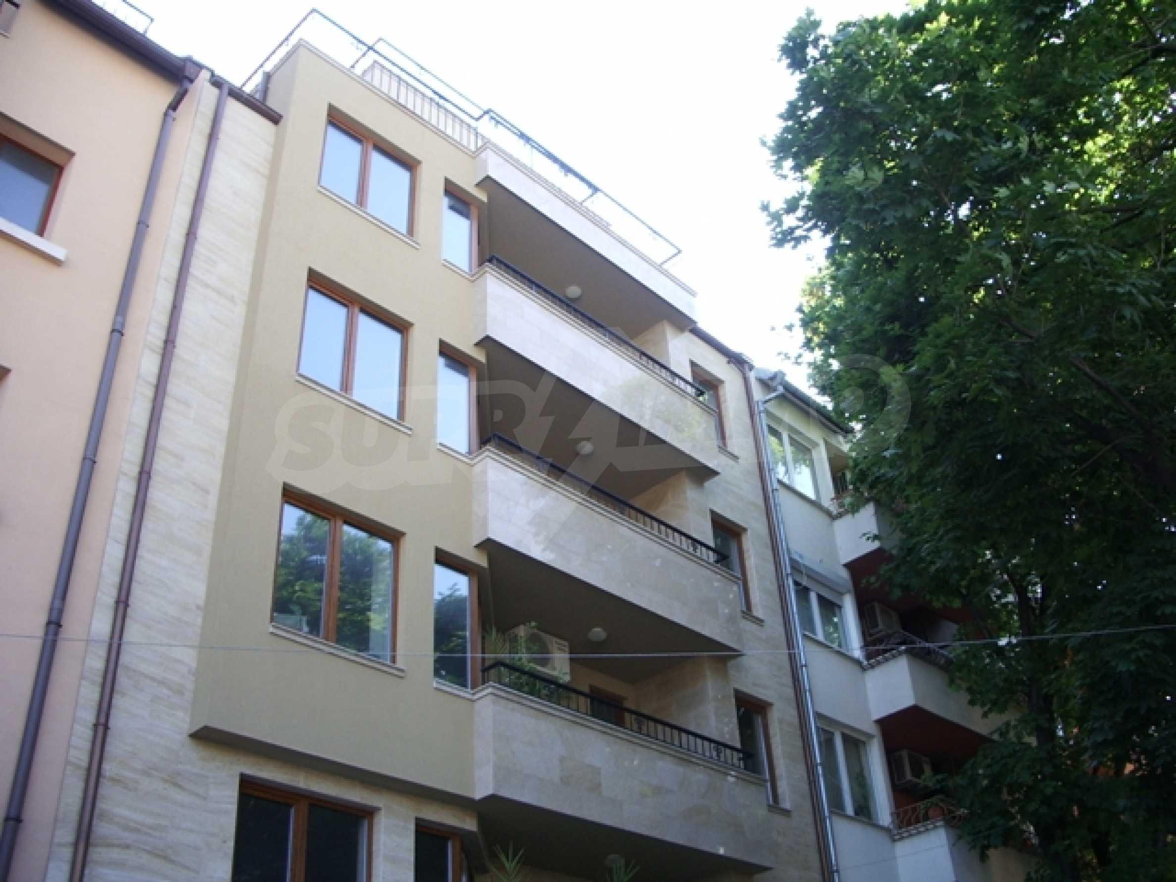 Апартаменти и офис в стилна сграда 1