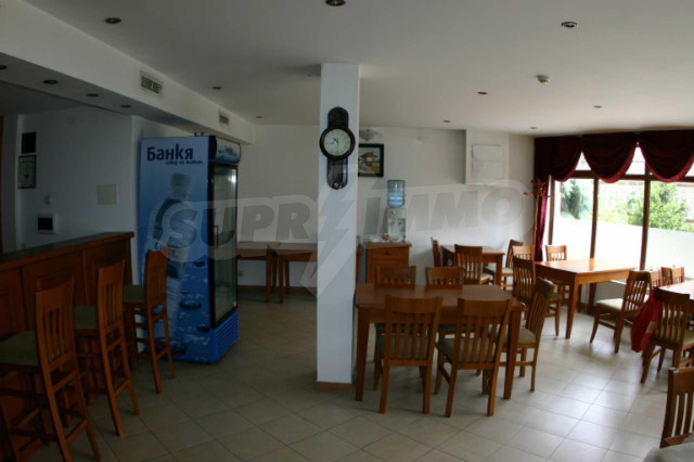 Триетажен хотел за продажба в Банско 9