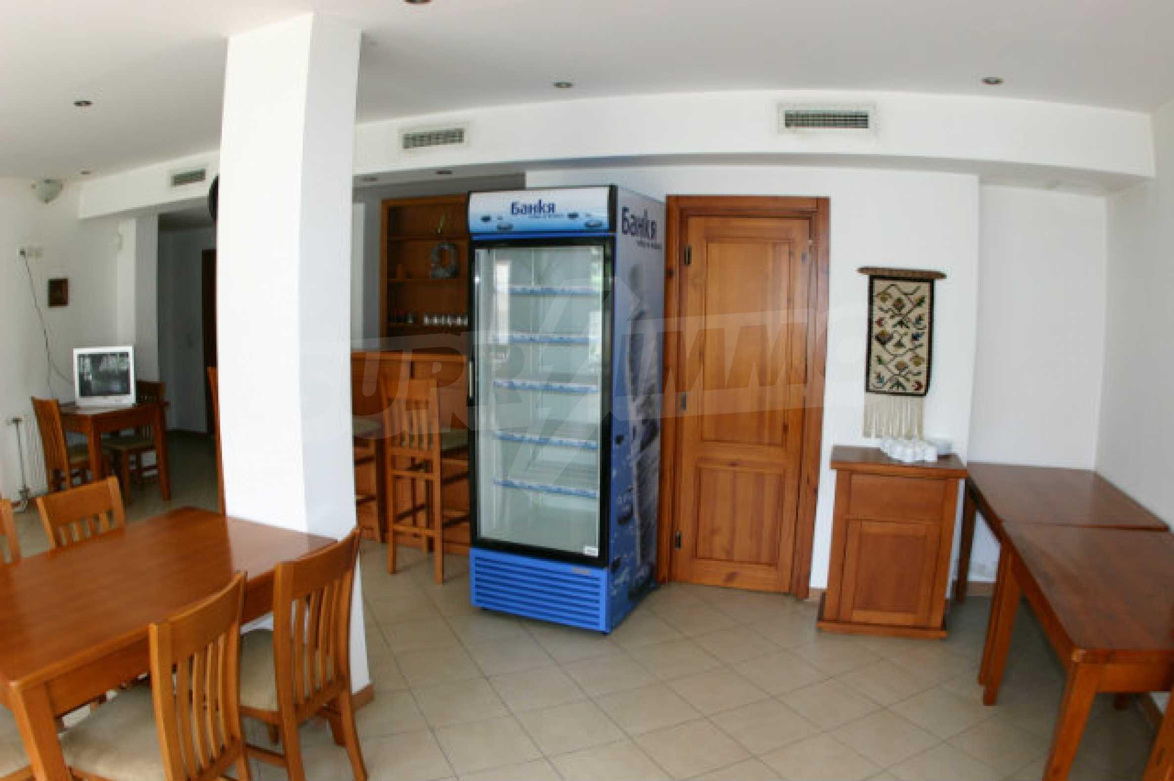 Триетажен хотел за продажба в Банско 10
