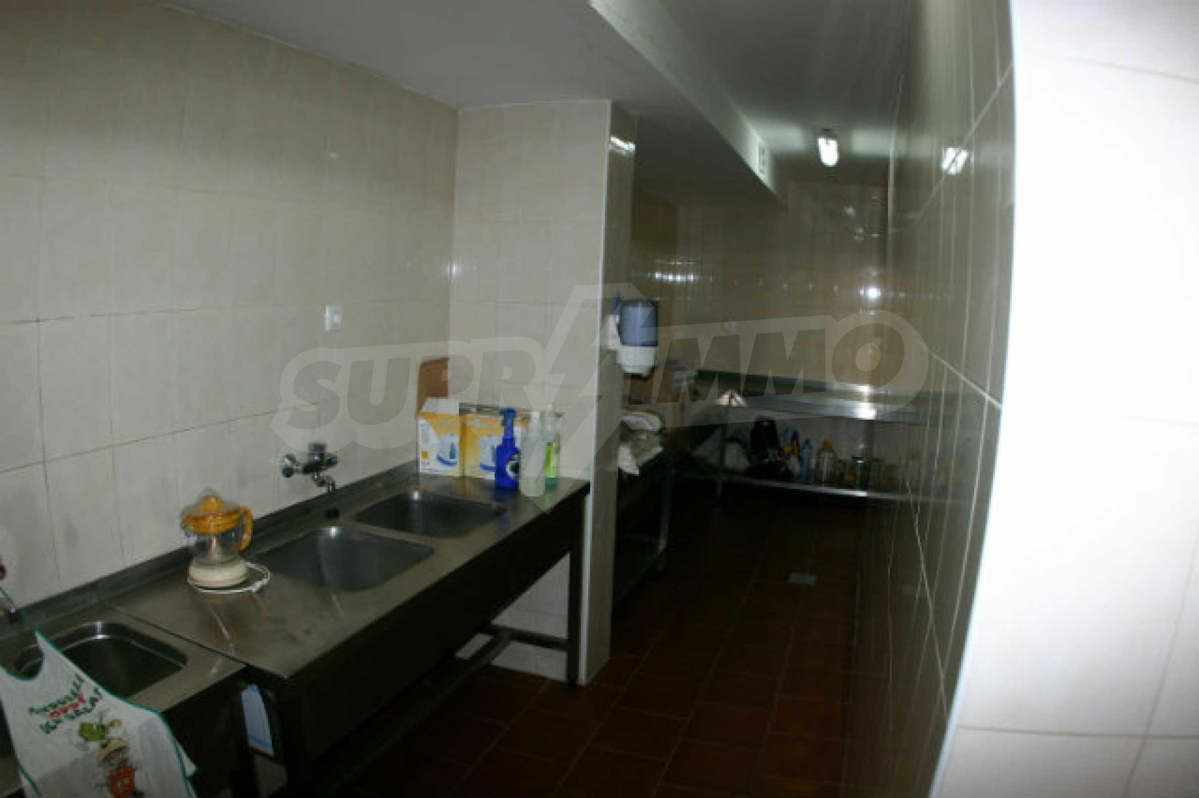Триетажен хотел за продажба в Банско 14