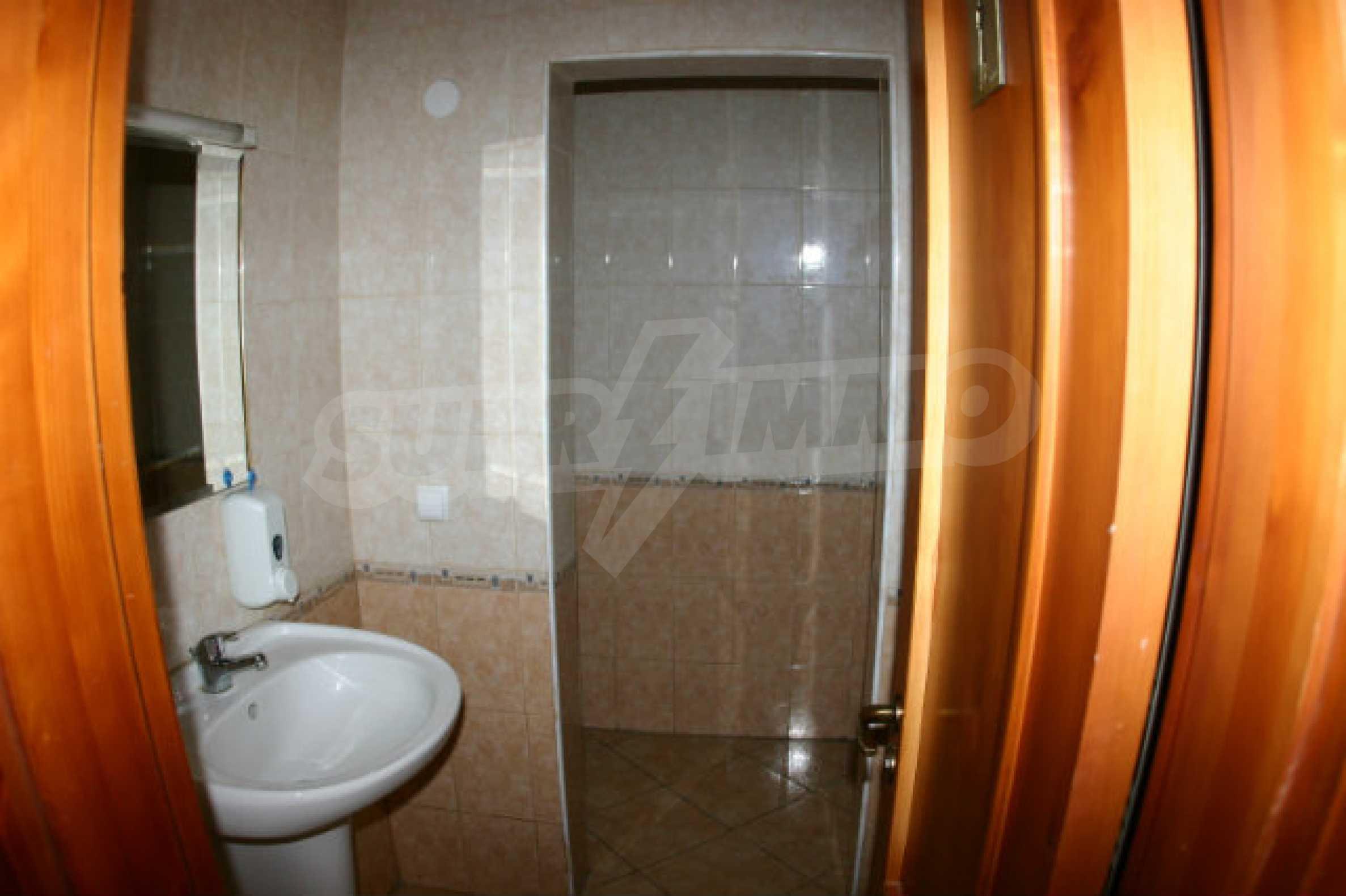 Триетажен хотел за продажба в Банско 17