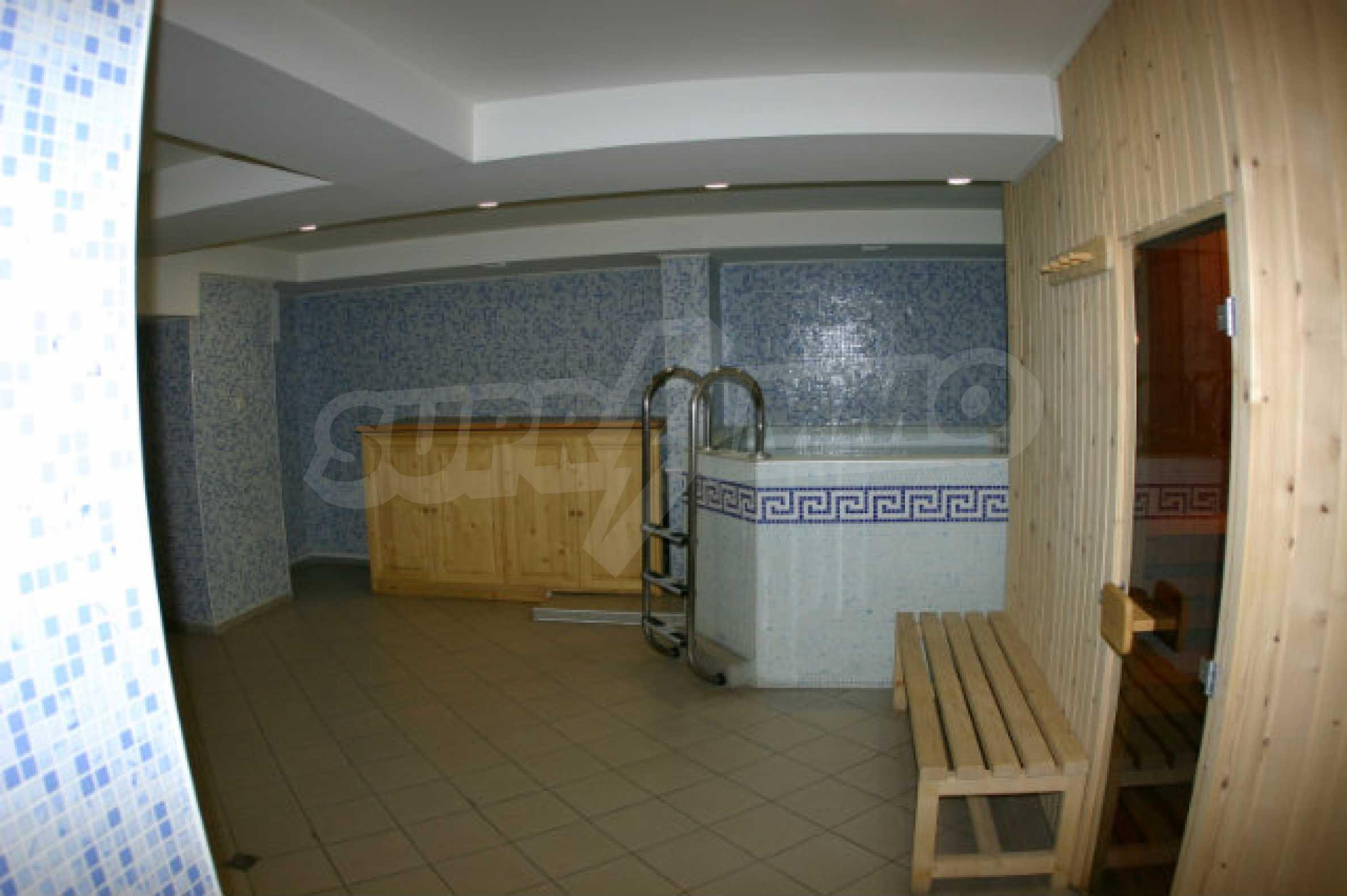 Триетажен хотел за продажба в Банско 19