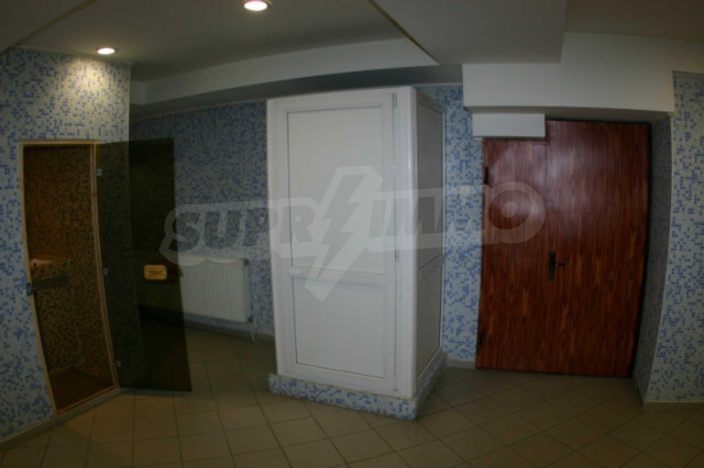 Триетажен хотел за продажба в Банско 21