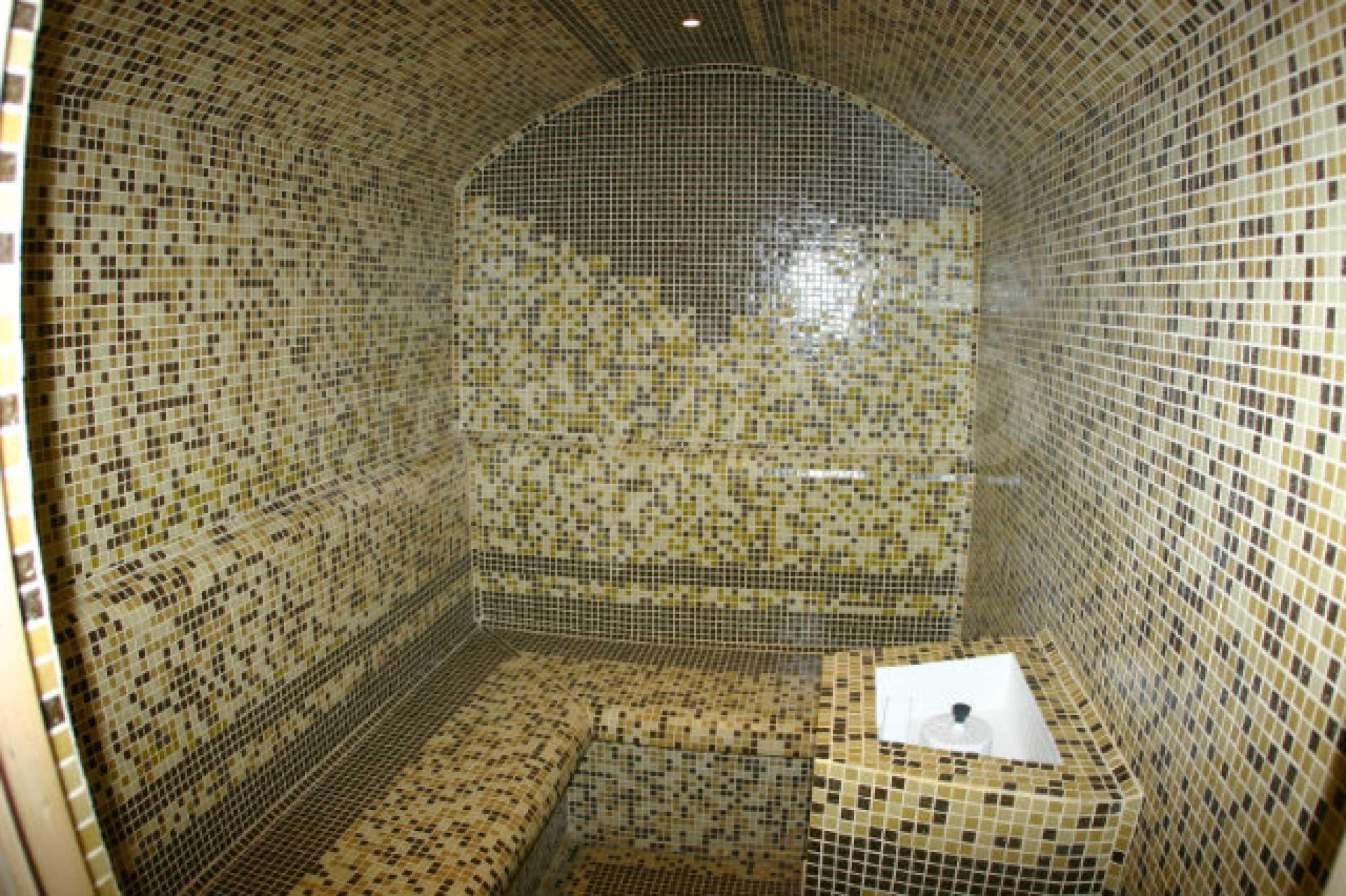 Триетажен хотел за продажба в Банско 22