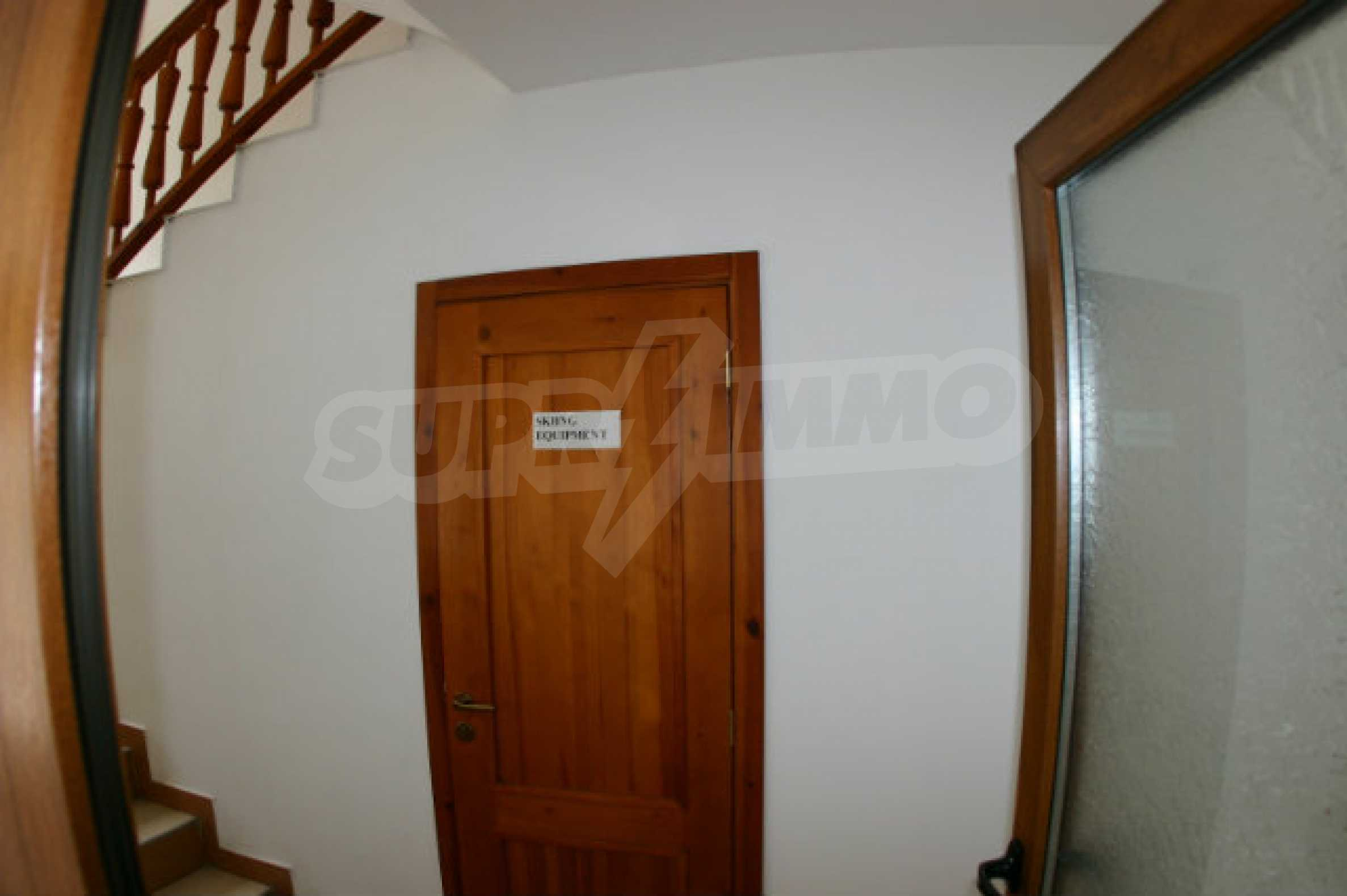 Триетажен хотел за продажба в Банско 24